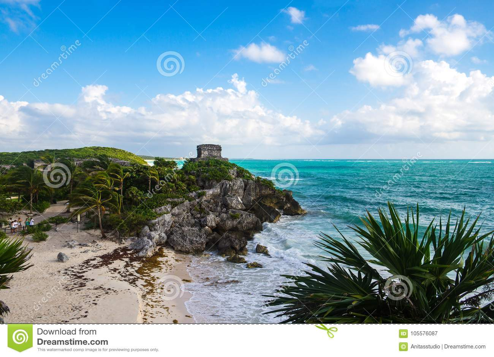Opinión dios del templo de vientos en Tulum con el mar del Caribe en el fondo