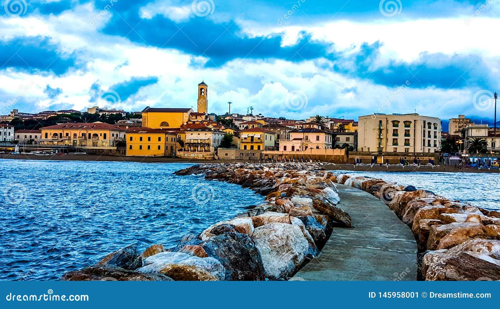Opinión hermosa misma del ‹del †del ‹del †del mar en Toscana