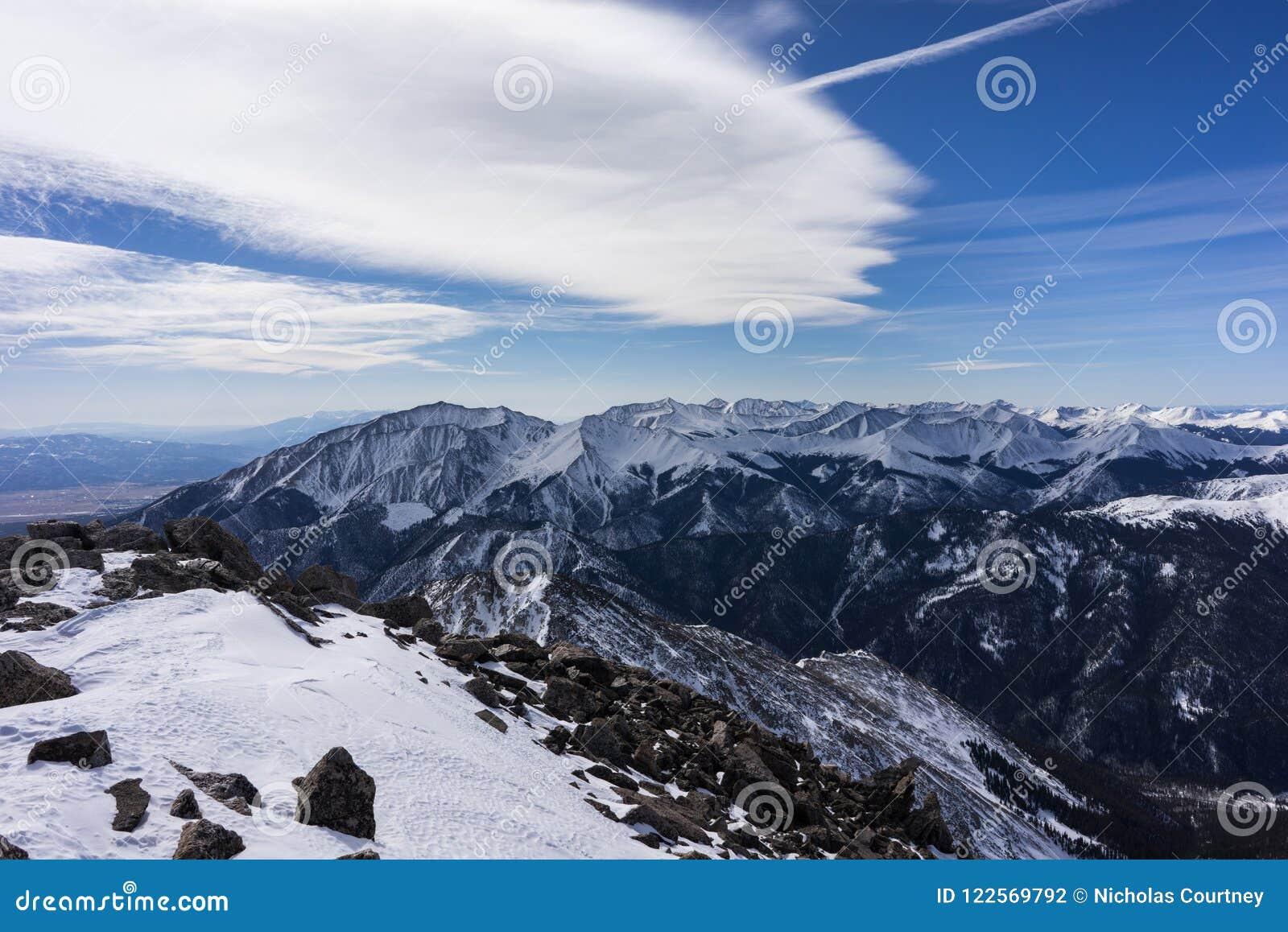 Opinión nevada del invierno de la cumbre del Mt Yale, Colorado Rocky Mountains