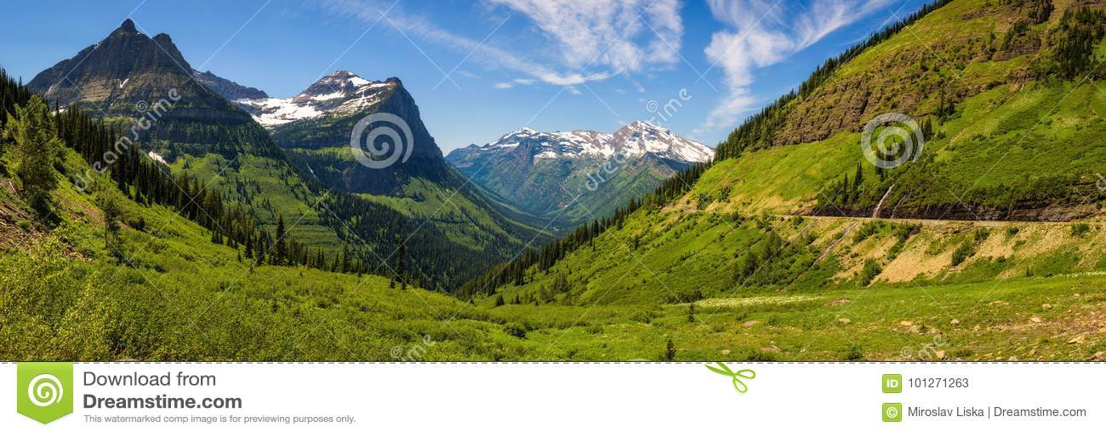 Opinión panorámica Logan Pass en el Parque Nacional Glacier, Montana