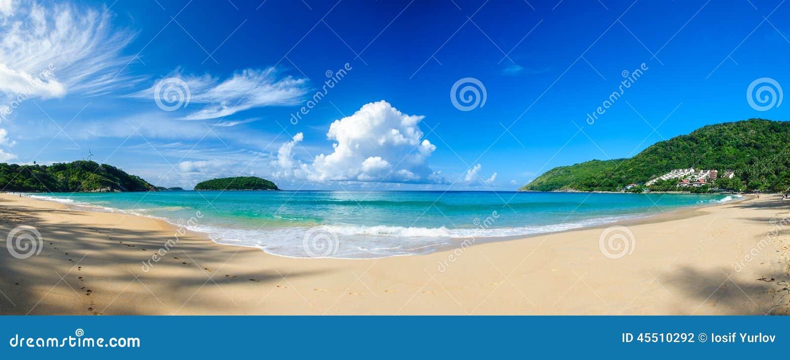 Opinión panorámica Nai Harn Beach en Phuket