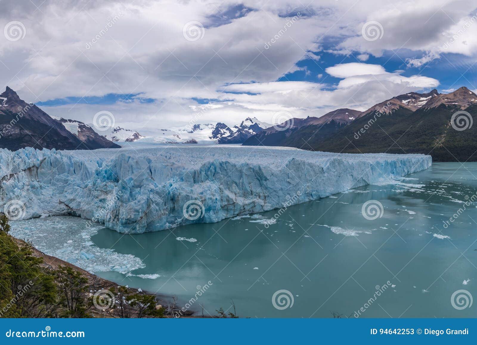 Opinión panorámica Perito Moreno Glacier en el parque nacional del Los Glaciares en la Patagonia - EL Calafate, Santa Cruz, la Ar