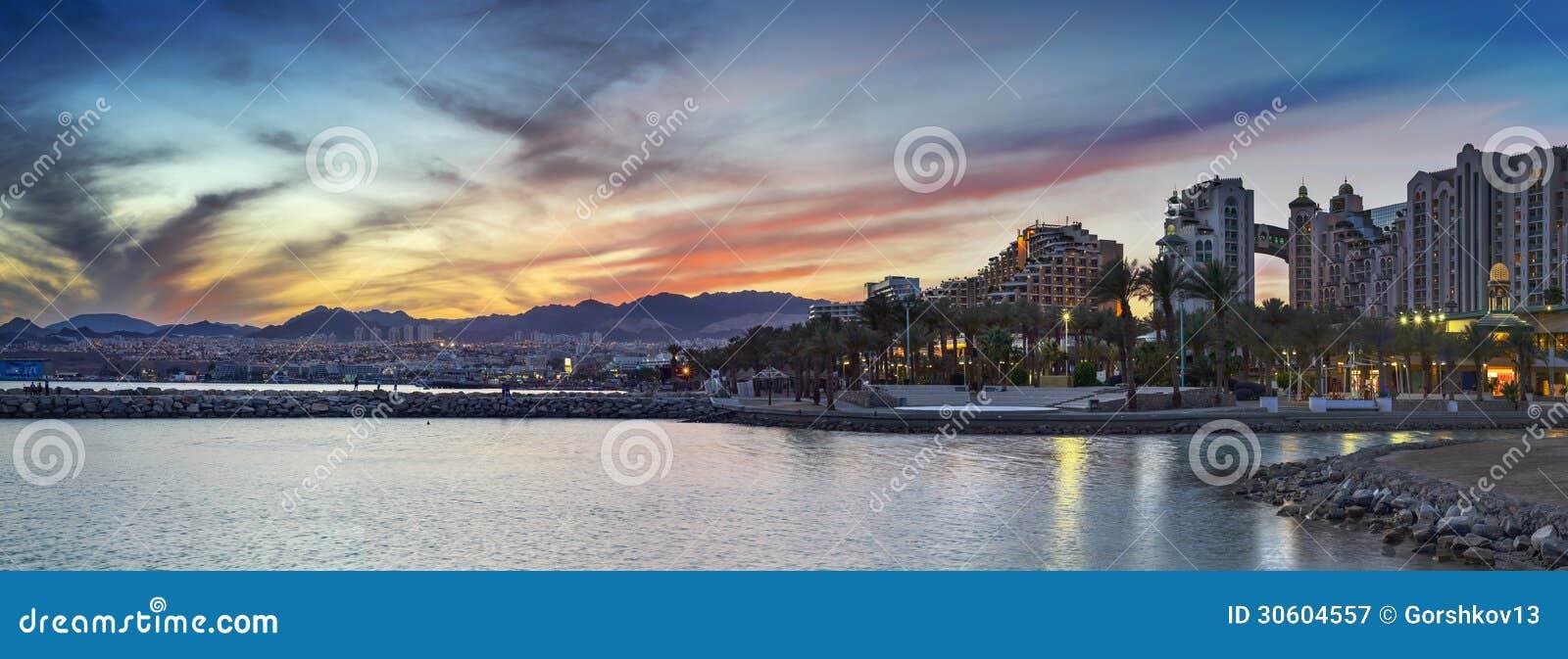 Opinión panorámica sobre la playa central de Eilat, Israel