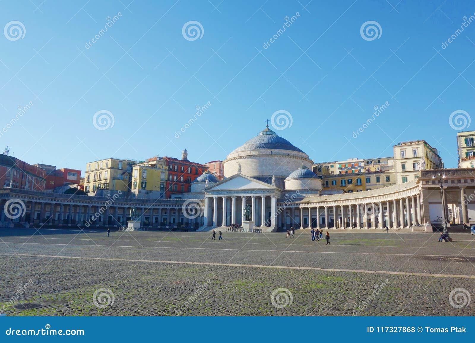 Opinión Piazza del Plebiscito, Nápoles, Campania, Italia