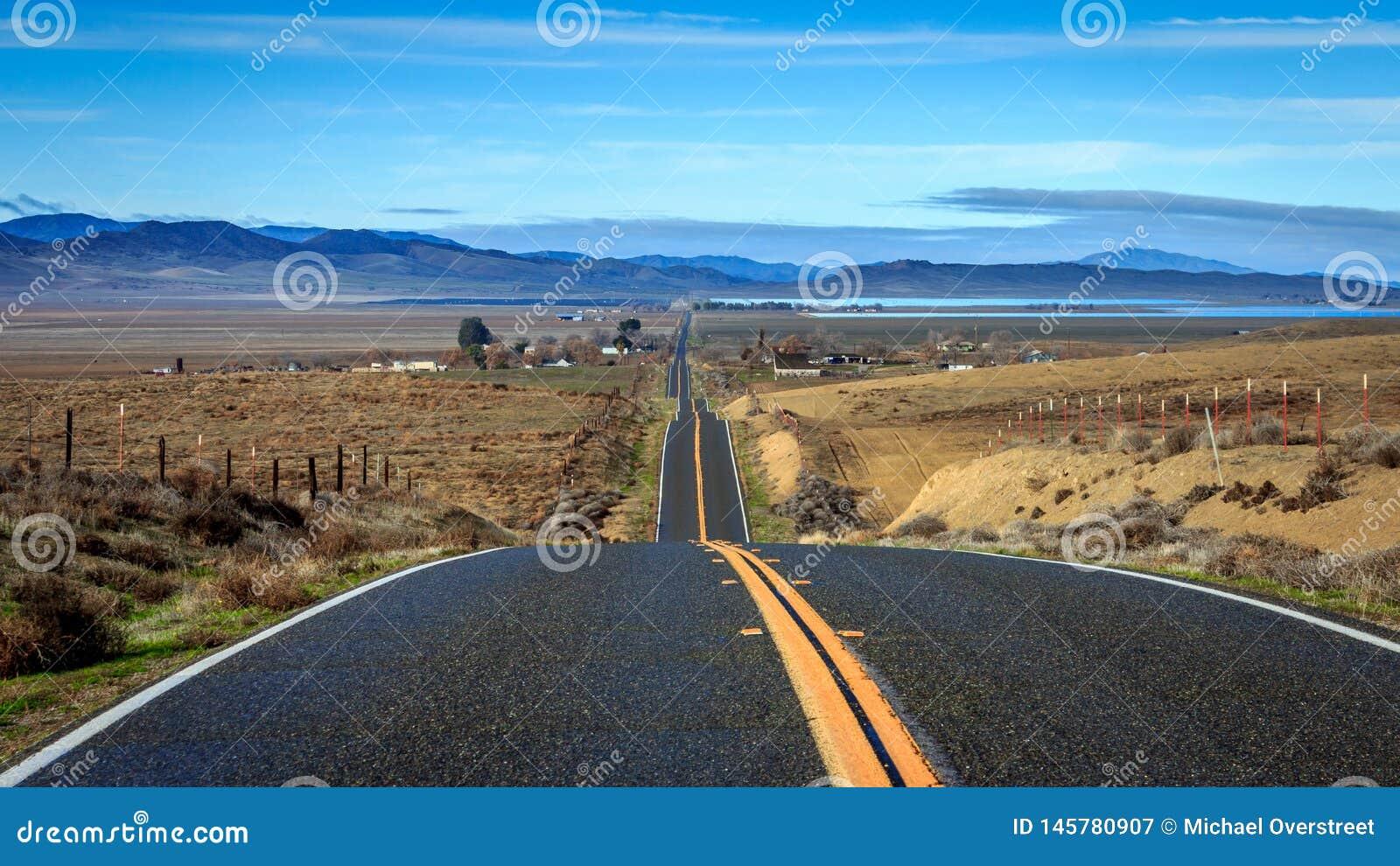 Opinión remota de la carretera de California