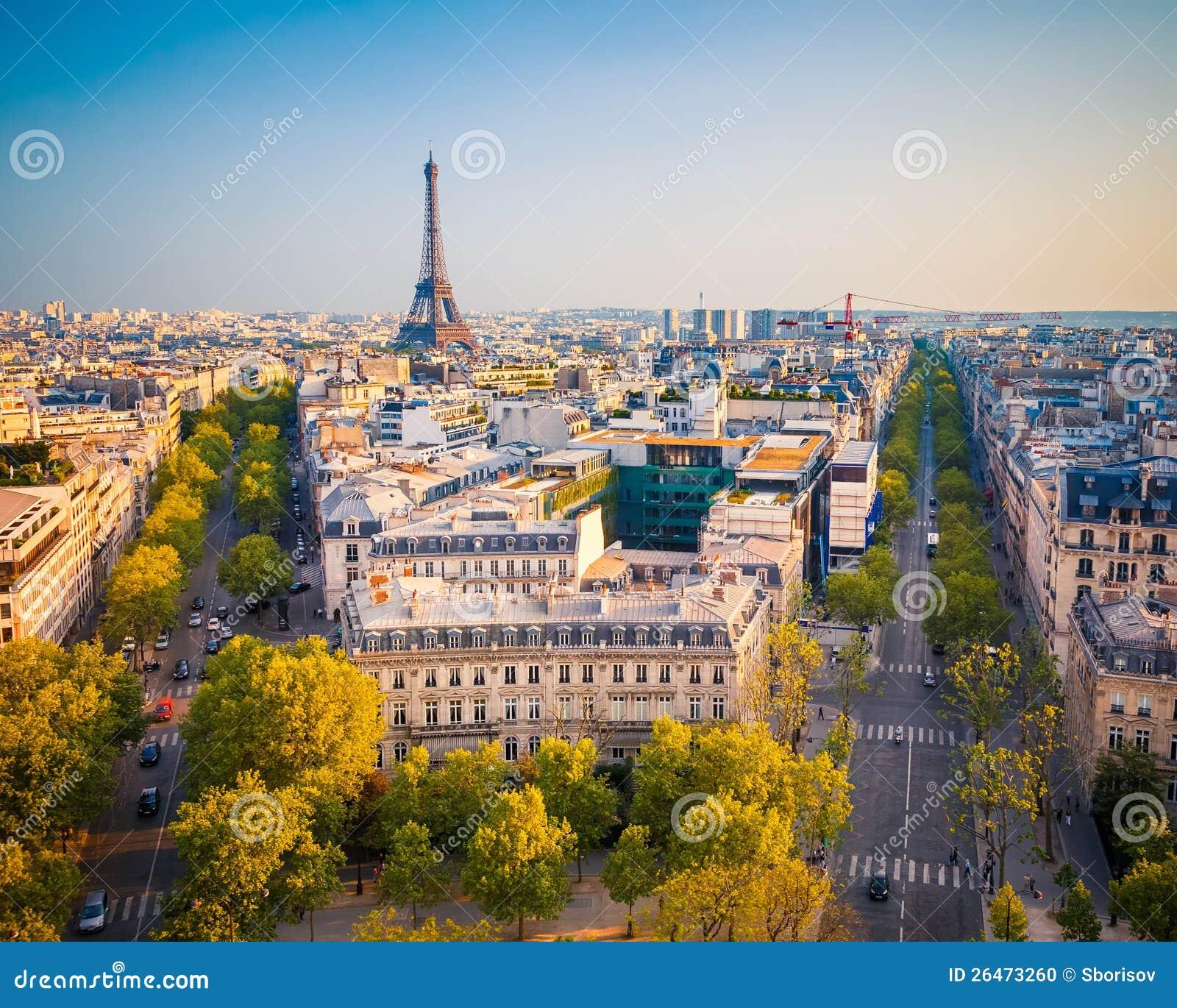 Opinión sobre París en la puesta del sol
