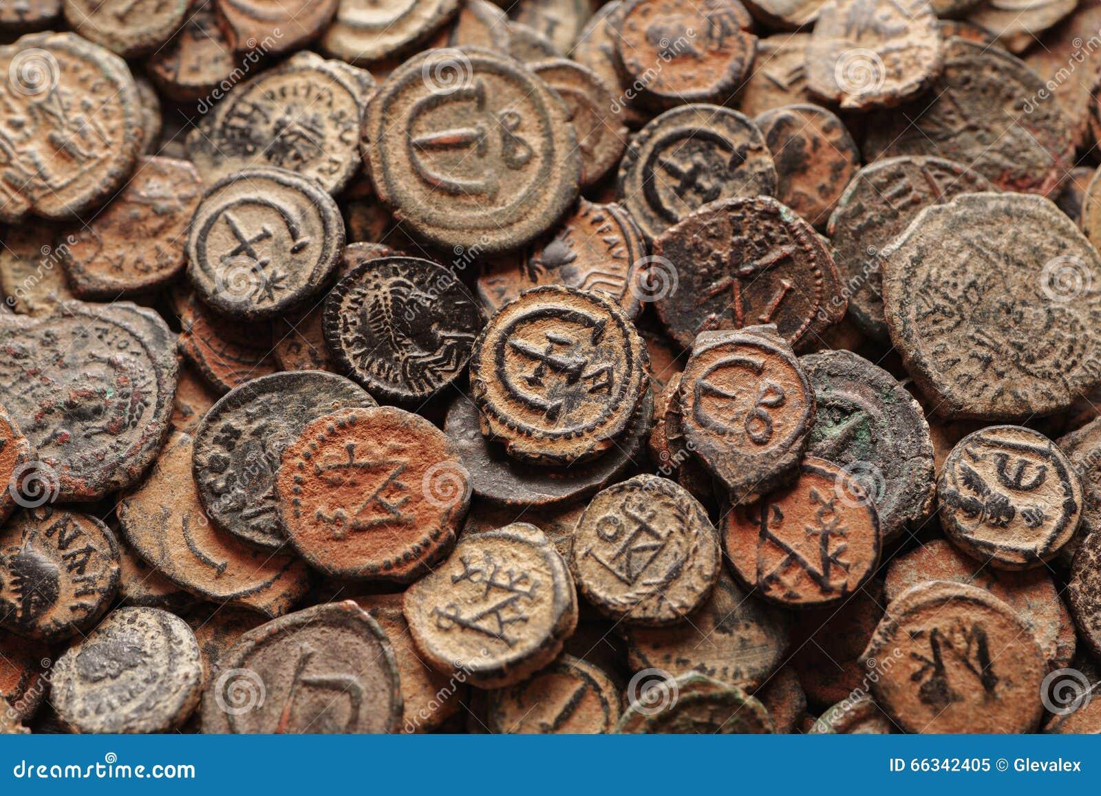 Opinión superior bizantina antigua de las monedas de cobre
