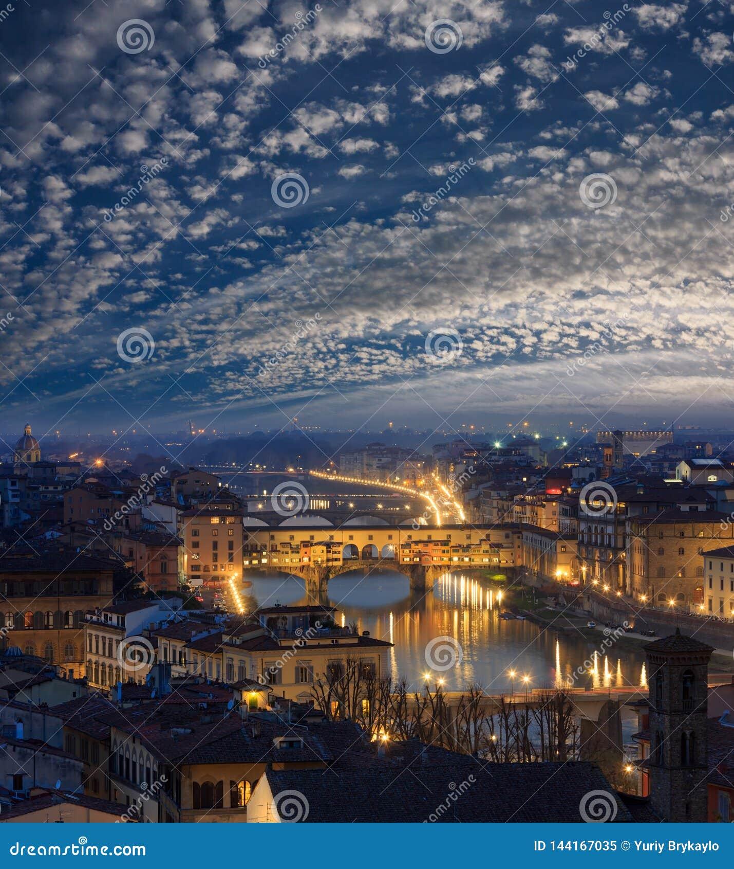 Opinión superior de Florencia de la noche, Italia