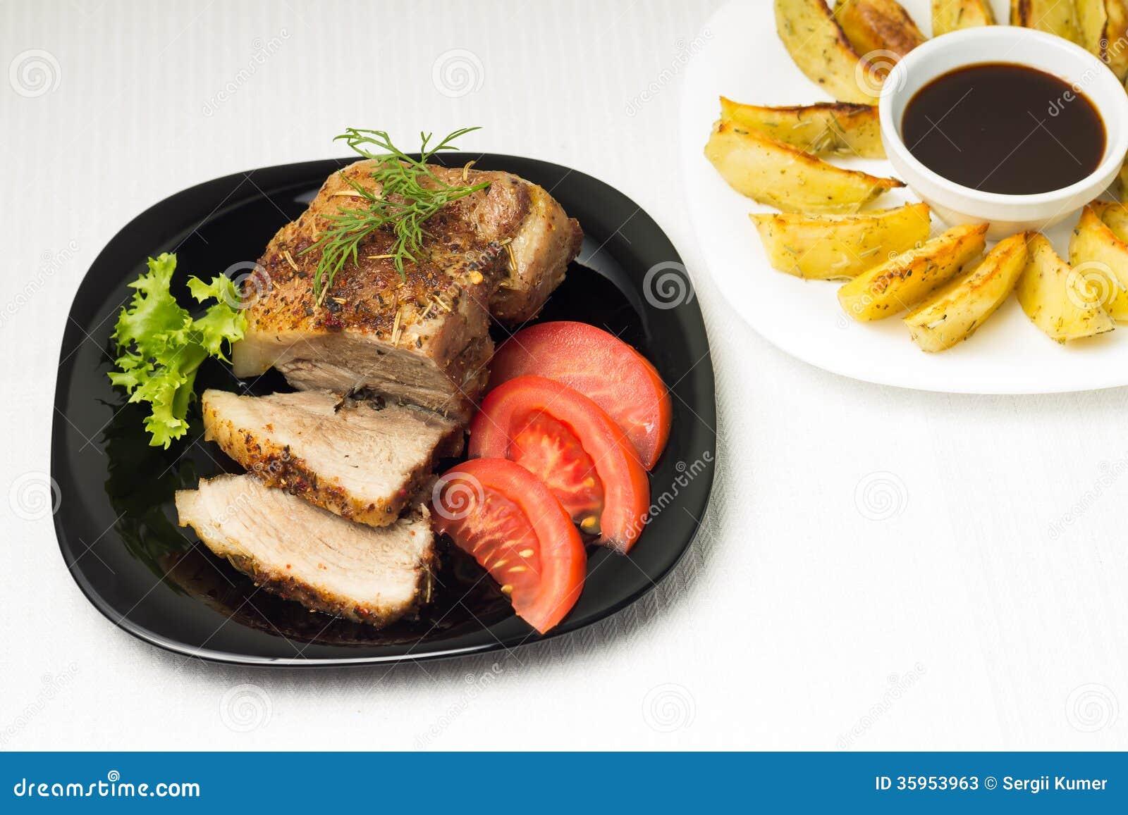 Opinión superior sobre la carne cocida con la patata