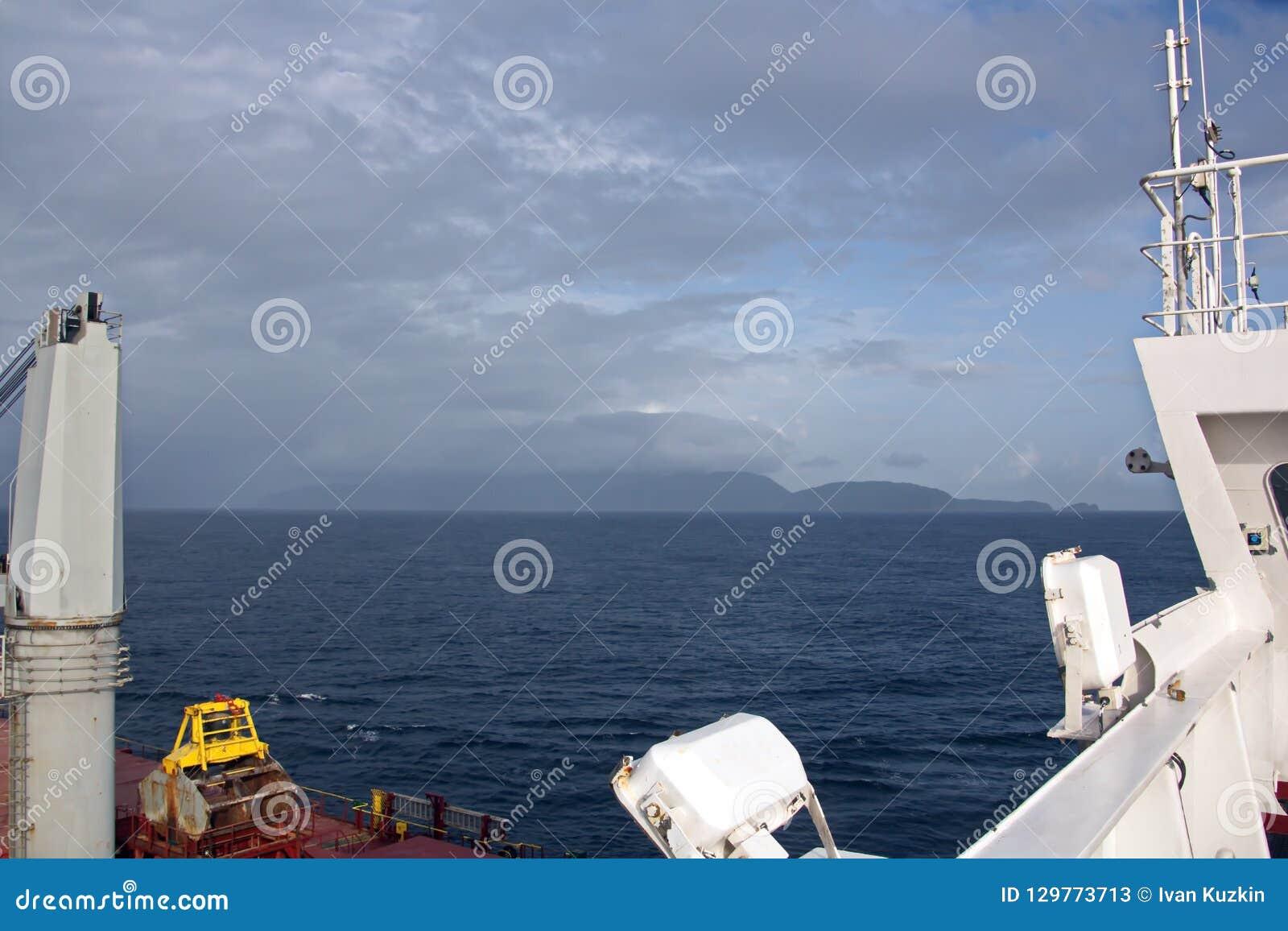 Opiniões da paisagem do litoral e da estrada de embarcações bunkering Ilhas de Trindade e Tobago