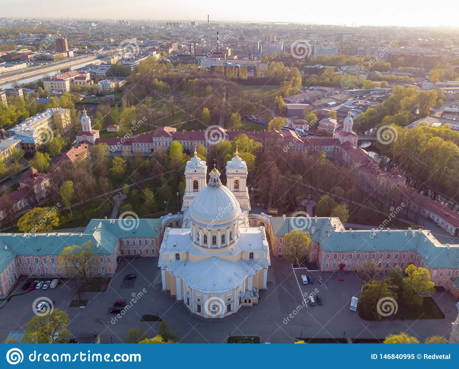 Opini?n de la aleaci?n de aluminio a la trinidad santa Alexander Nevsky Lavra Un complejo arquitect?nico con un monasterio ortodo