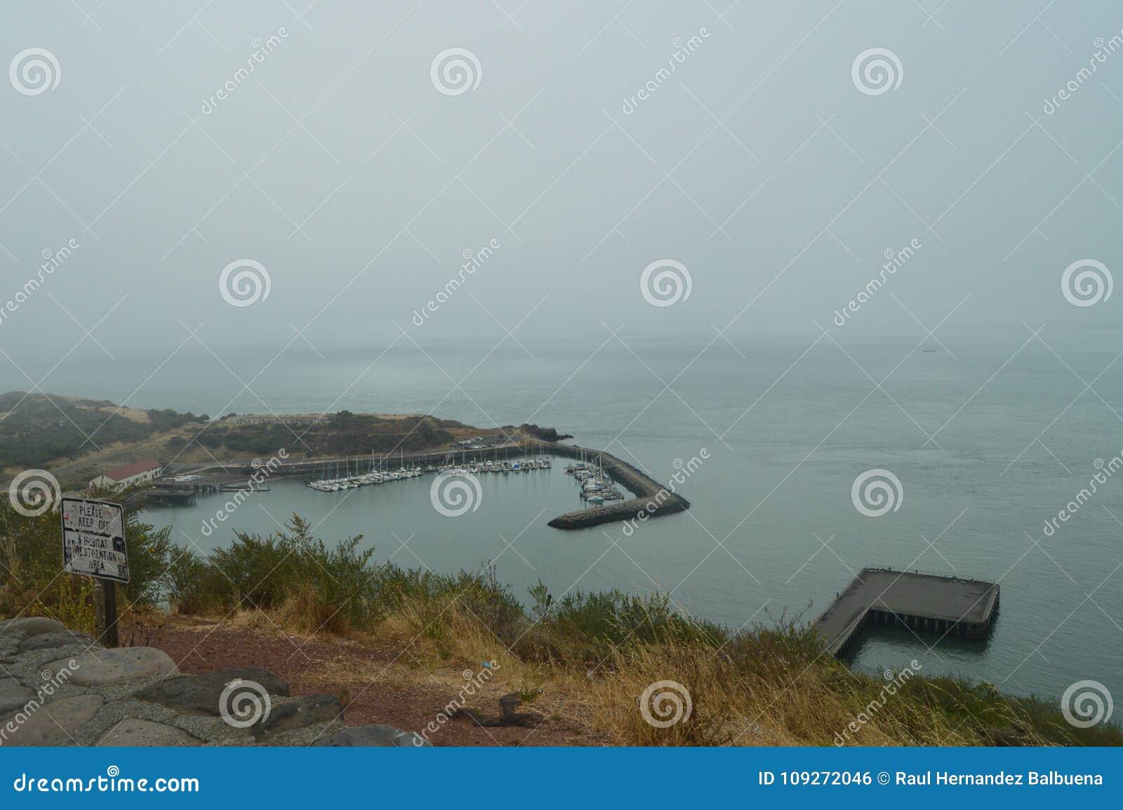 Opiniones frescas San Francisco Bay On al día nublado Naturaleza de los días de fiesta del viaje