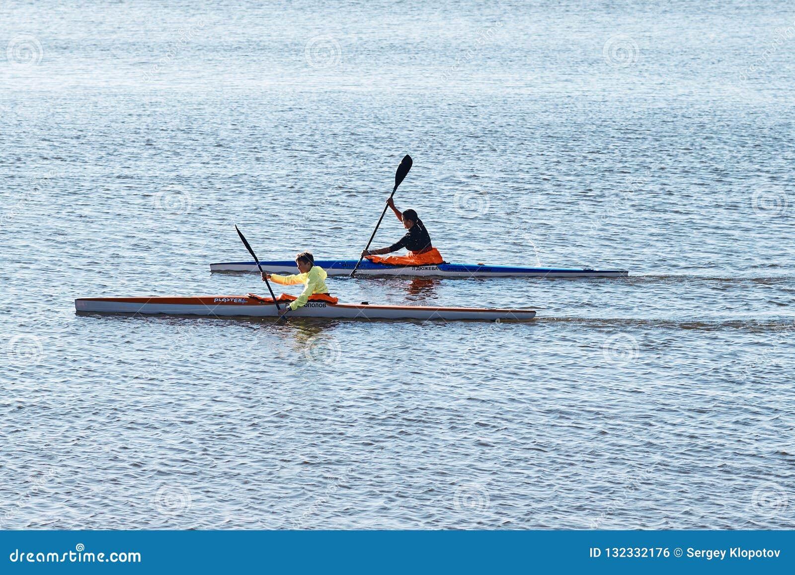 Opleiding van atleten die kano roeien