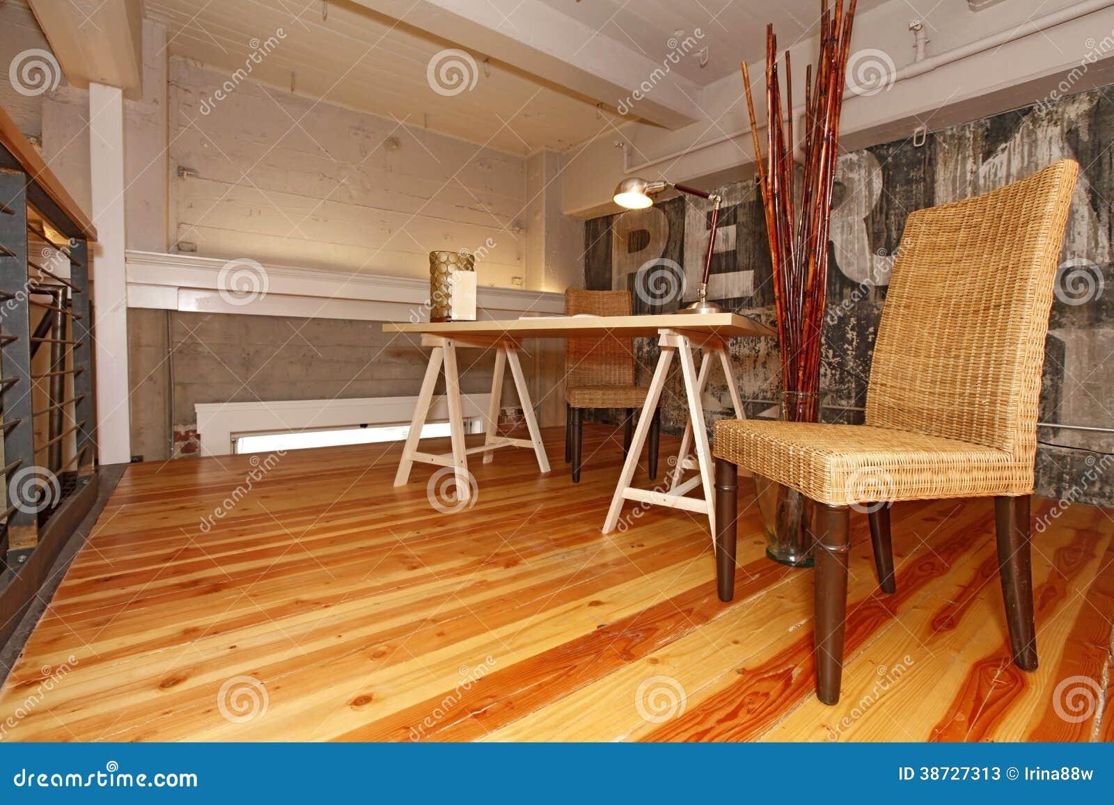 Opnieuw opgebouwd mezzanine bureau stock afbeelding afbeelding 38727313 - Huis mezzanine ...