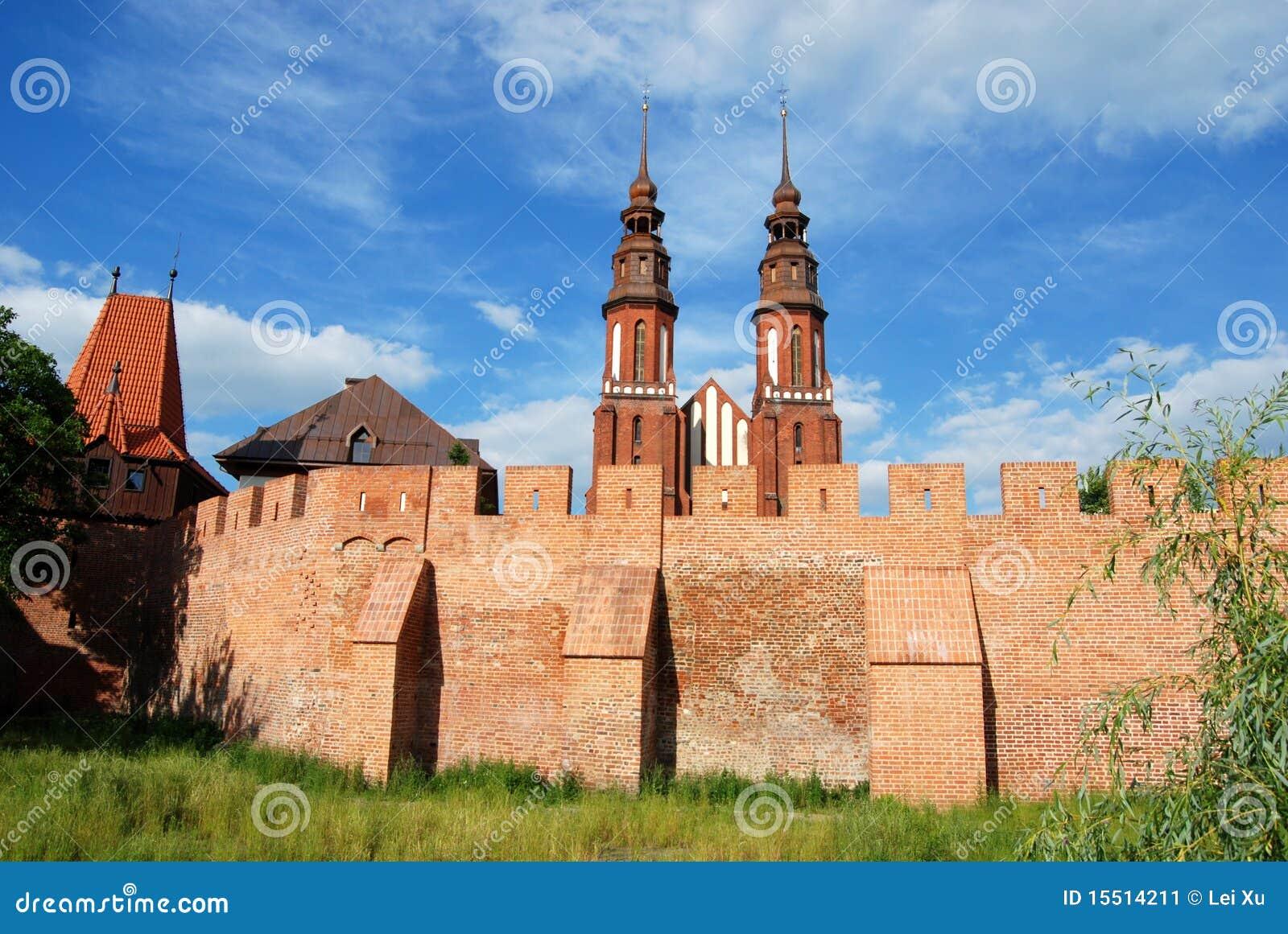 Opole, Polen: Mittelalterliche Wände und Kathedrale
