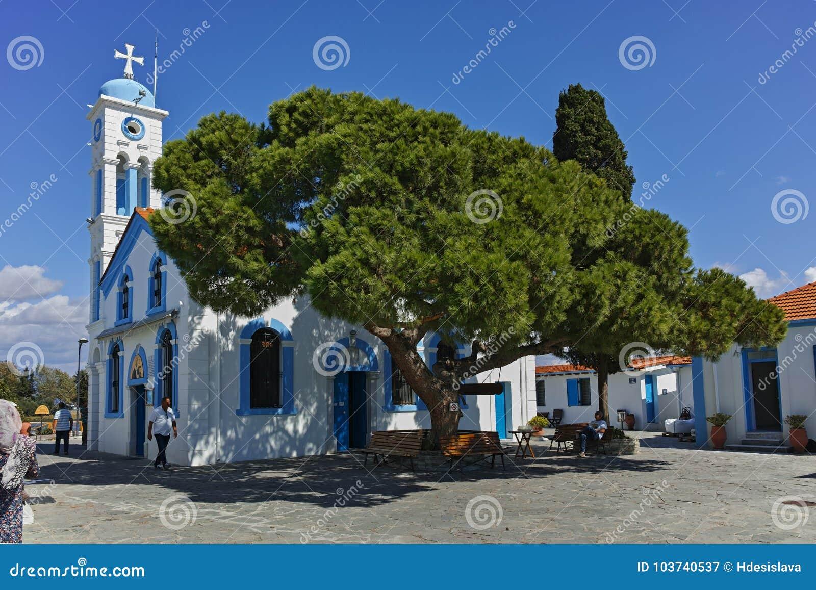 OPORTO LAGOS, GRECIA - 23 SETTEMBRE 2017: Monastero San Nicola situato su due isole a Oporto Lagos vicino alla città di Xanthi