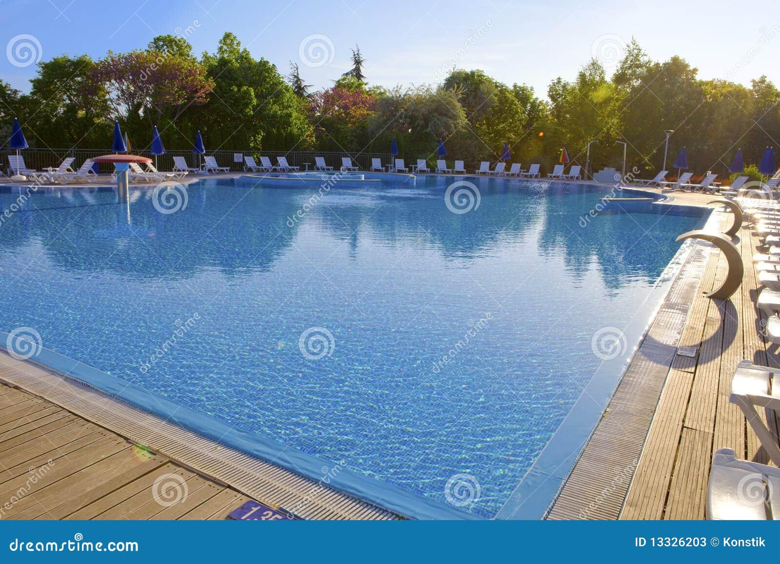 Opróżnia basenu dopłynięcie