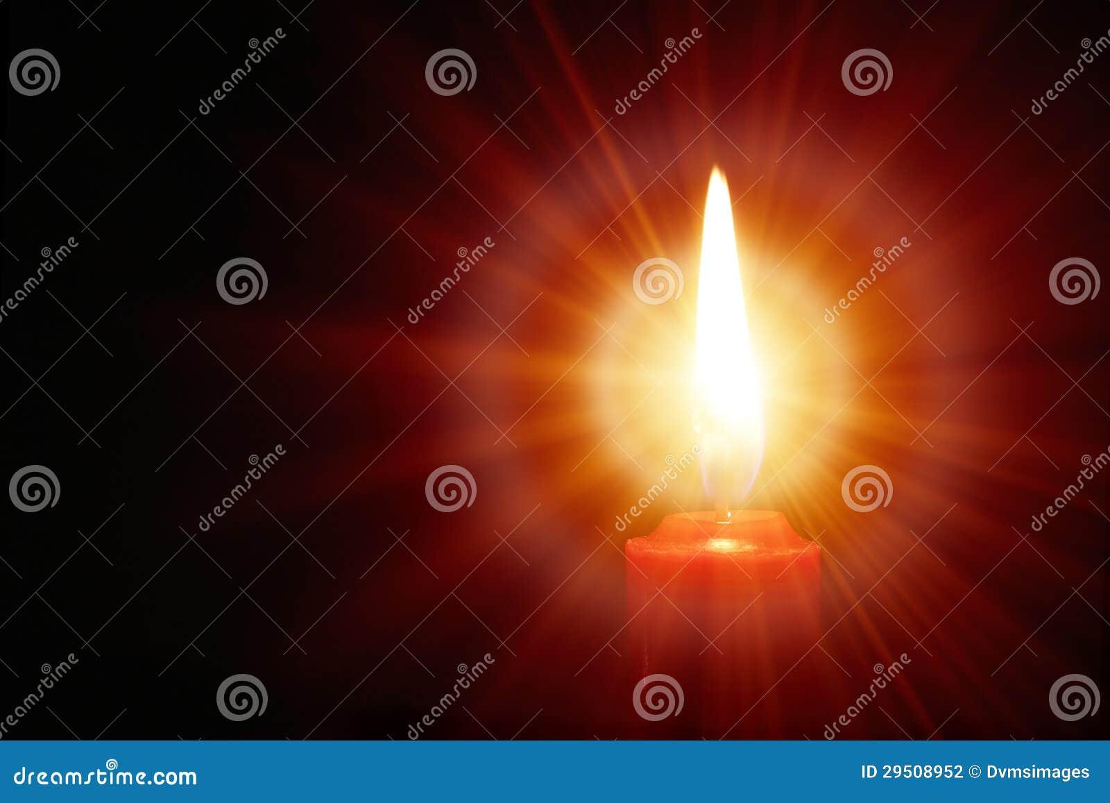 Opromieniona świeczka