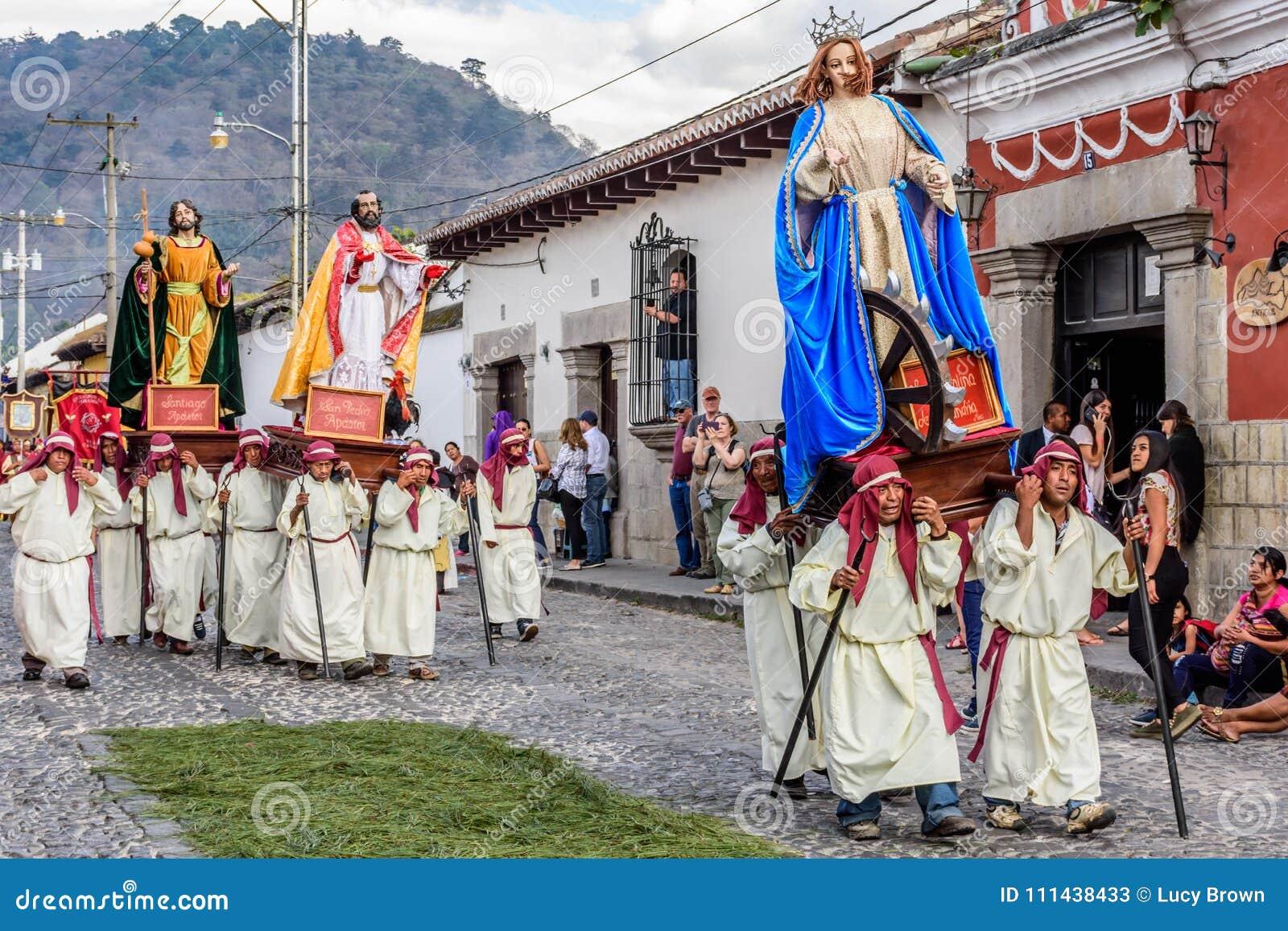 Optocht op eerste Zondag van Geleend, Antigua, Guatemala
