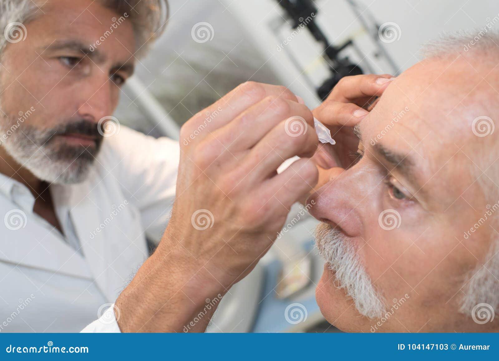 download optometrist using mydriatics eye drops to numb eyes stock image image of lens