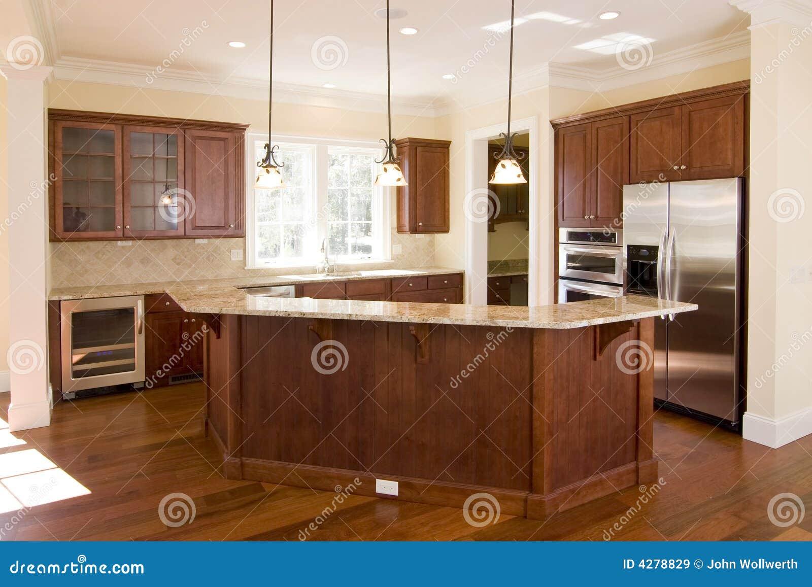 Opulente Küche Im Dunklen Holz Lizenzfreie Stockbilder - Bild: 4278829