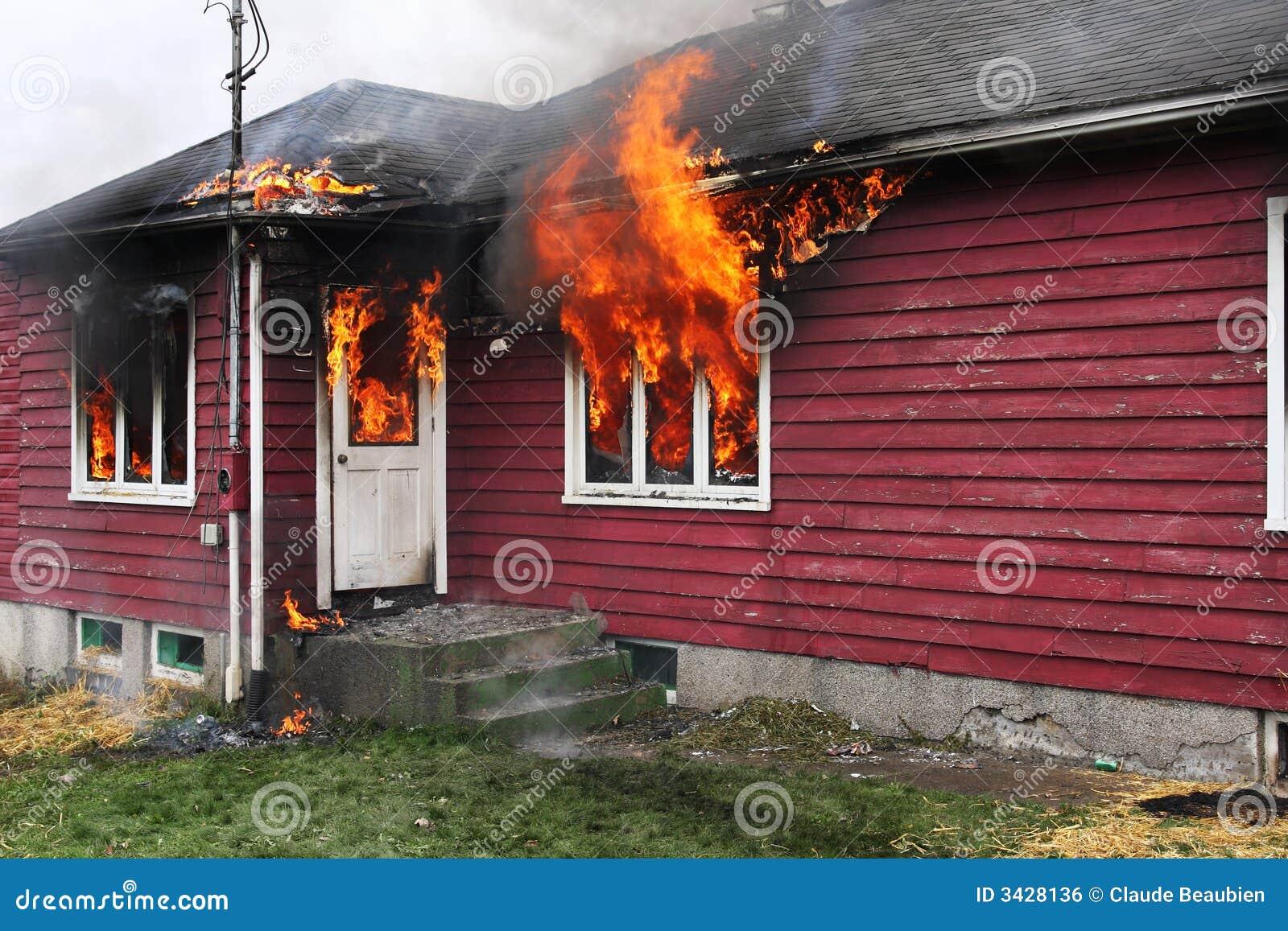 Opuszczony dom, płomień