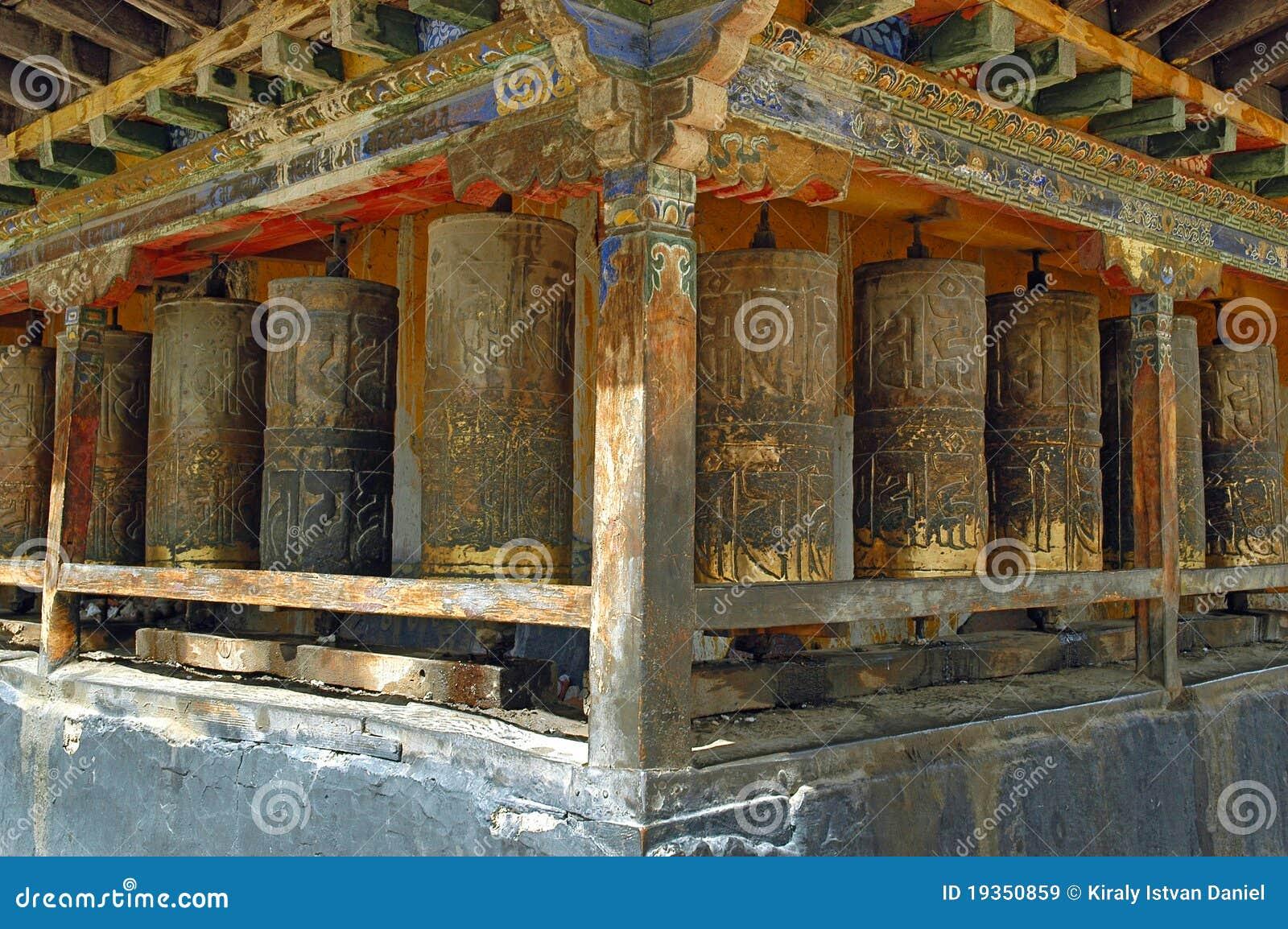 A oração roda dentro Tibet
