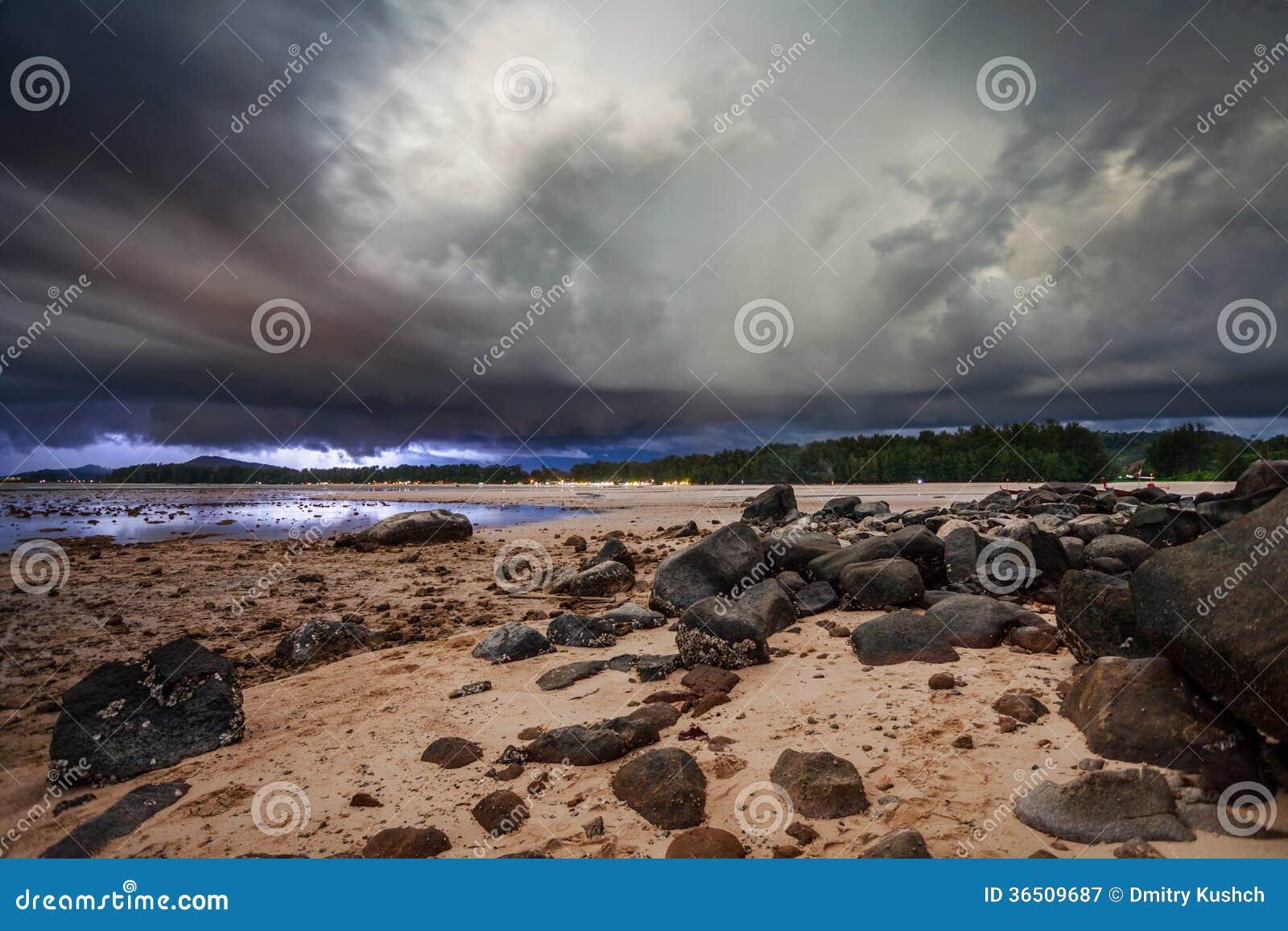 Orage en mer tropicale