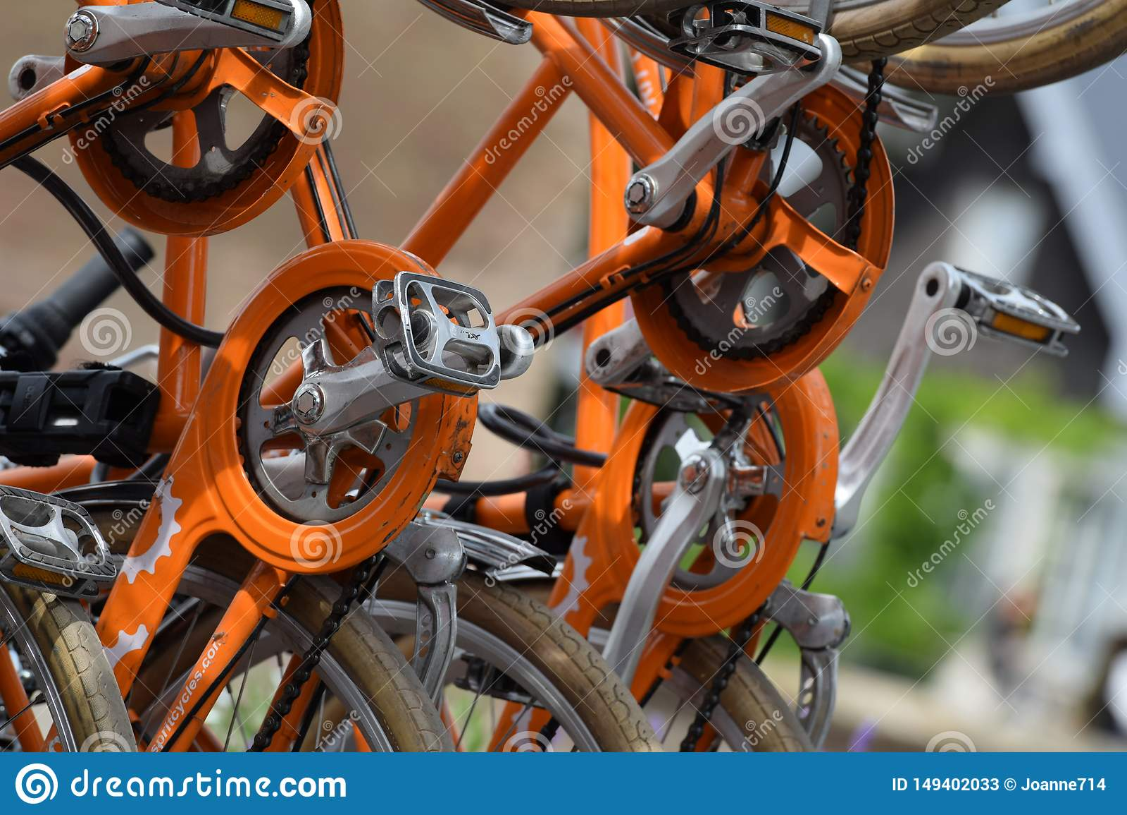 Orange cykelkugghjul & kedjor