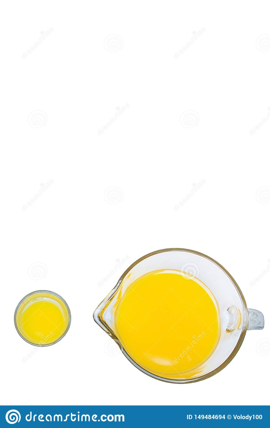 Orange fruktsaft, en b?sta sikt f?r kopp, orange fruktsaft i ett exponeringsglas och grafit p? en vit bakgrund