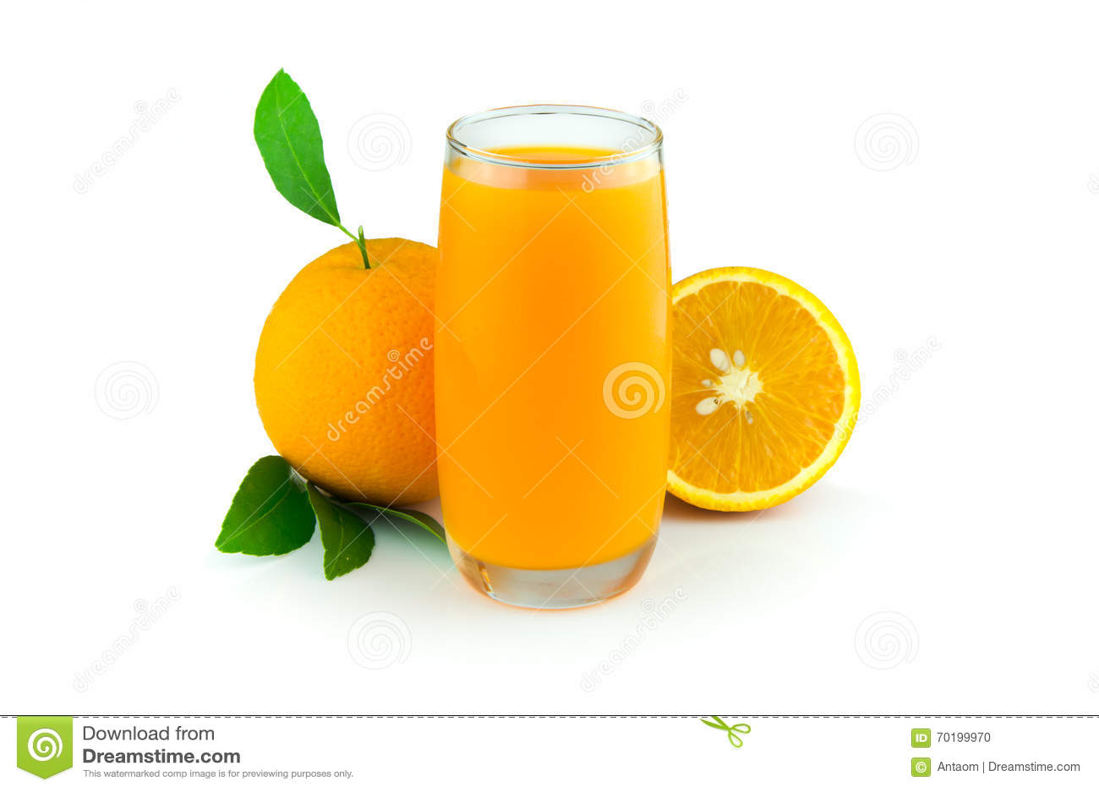 Orange fruktsaft och skivor av orangen