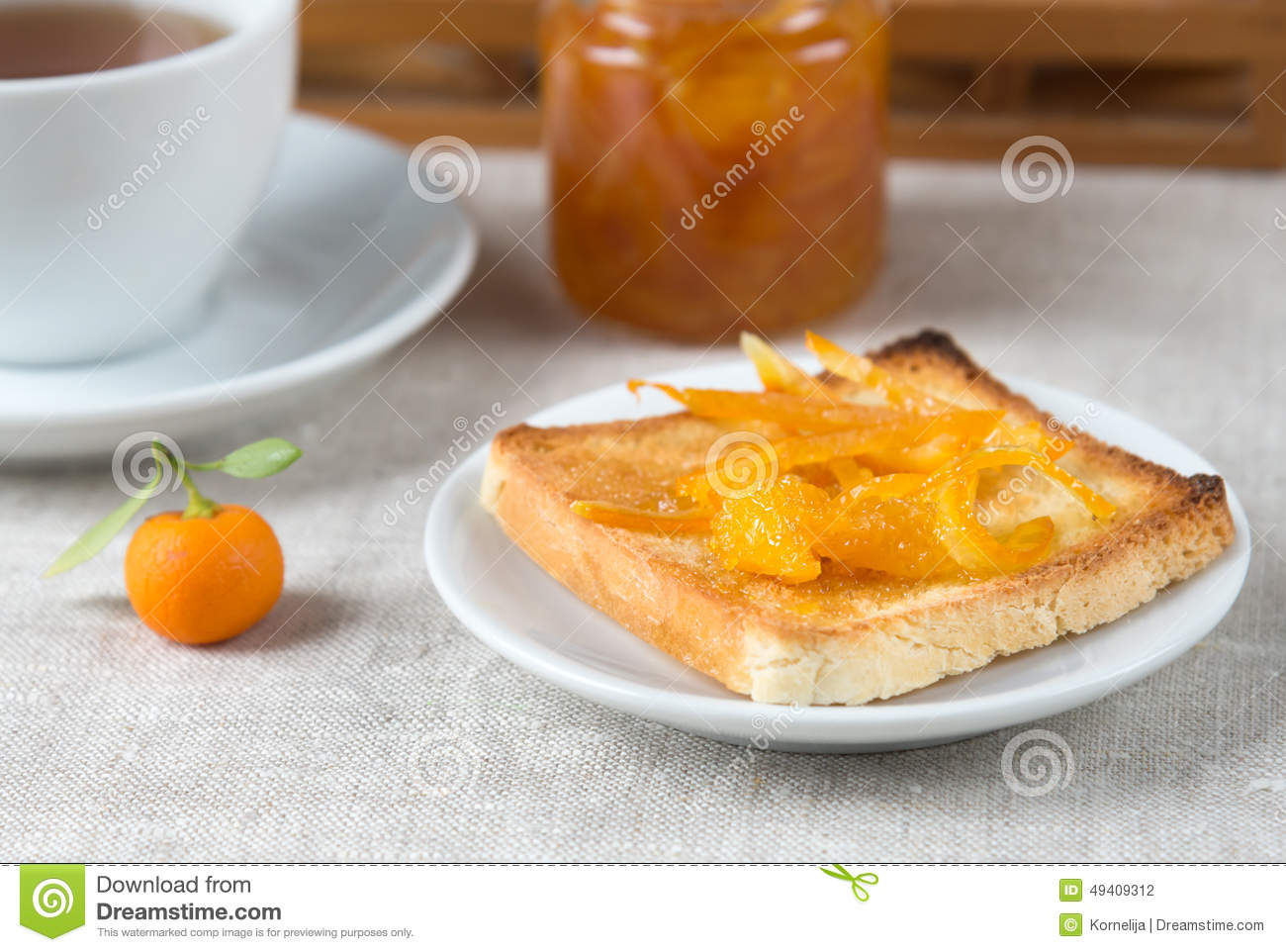 Download Orange Gelee auf Toast stockfoto. Bild von frische, marmelade - 49409312