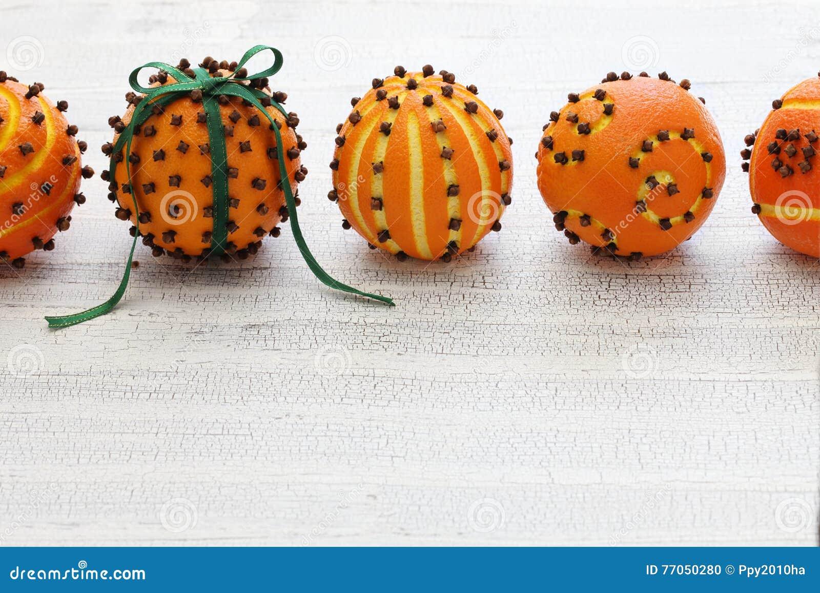 Orange pomanderbollar för kryddnejlika