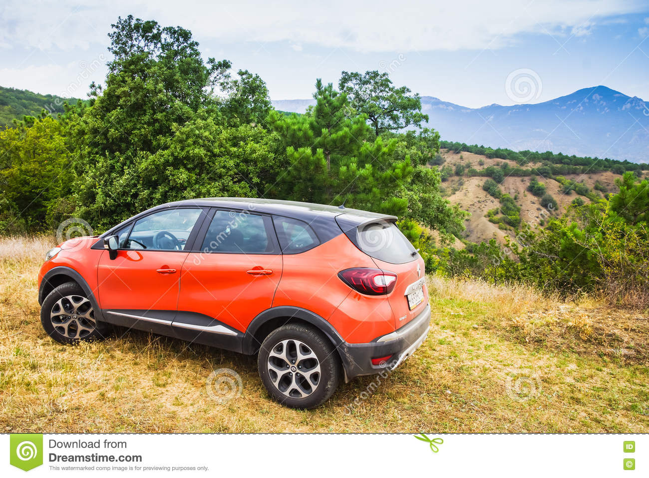 Orange Renault Kaptur bil