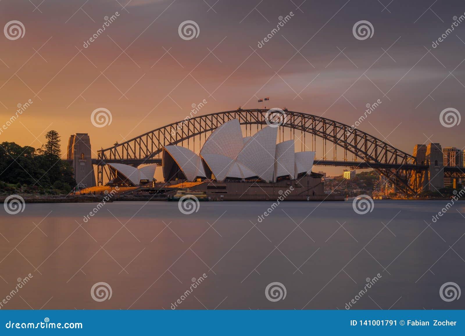 Orange Sonnenuntergang am Opernhaus Sydney
