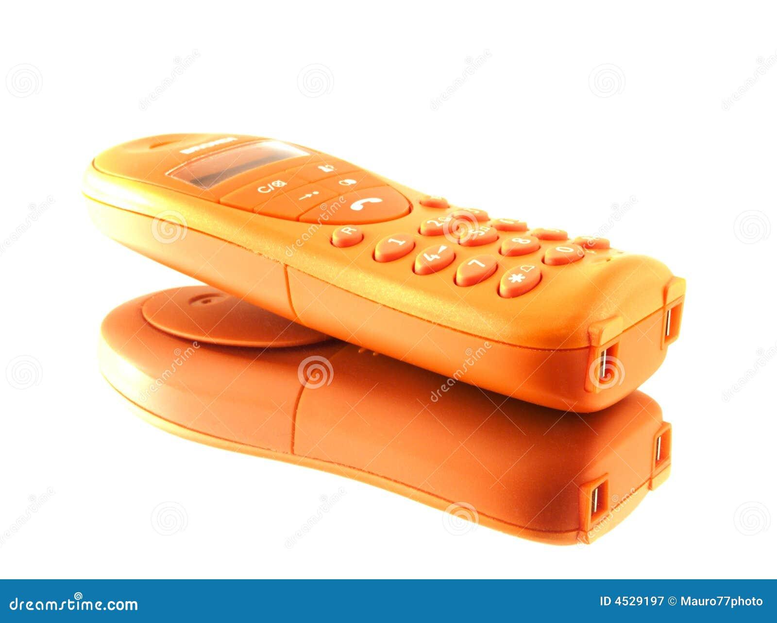 Orange Telefon auf einem Spiegel