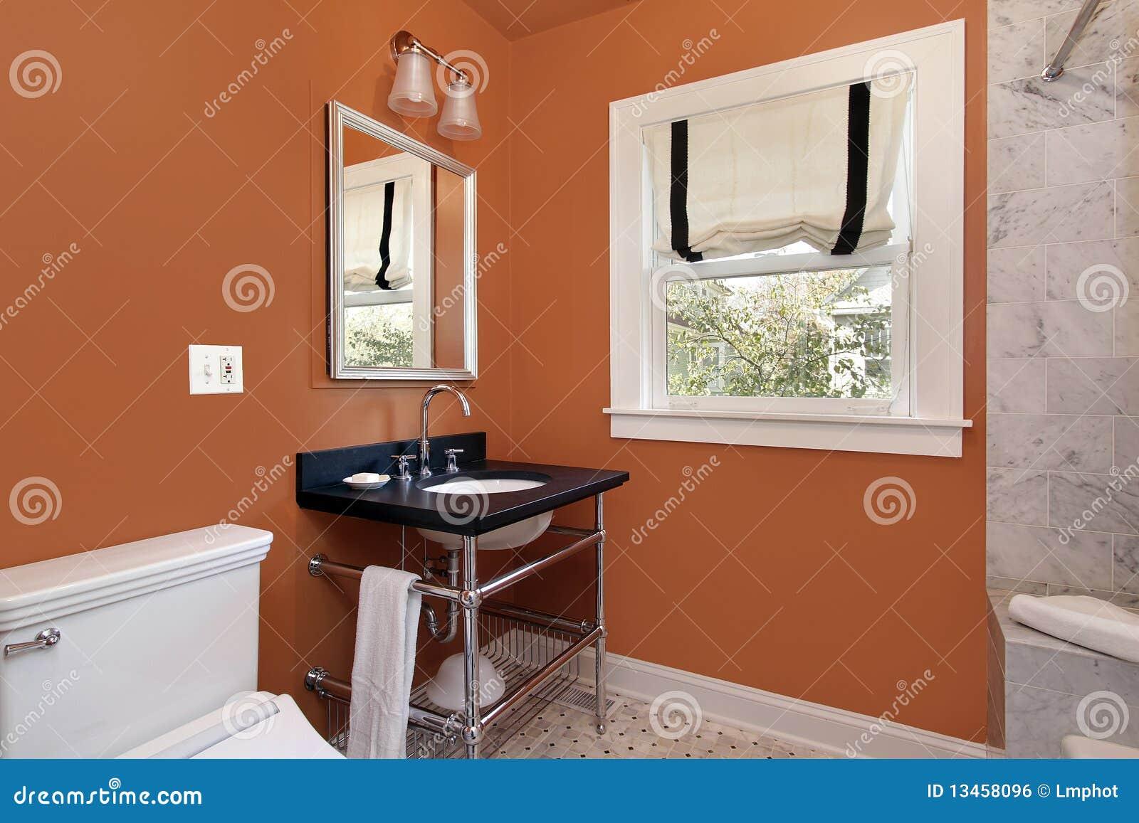 Orange väggar för pulverlokal