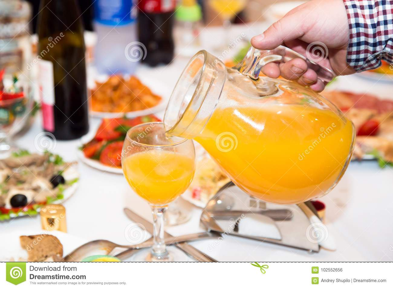 Orangeade sur la table