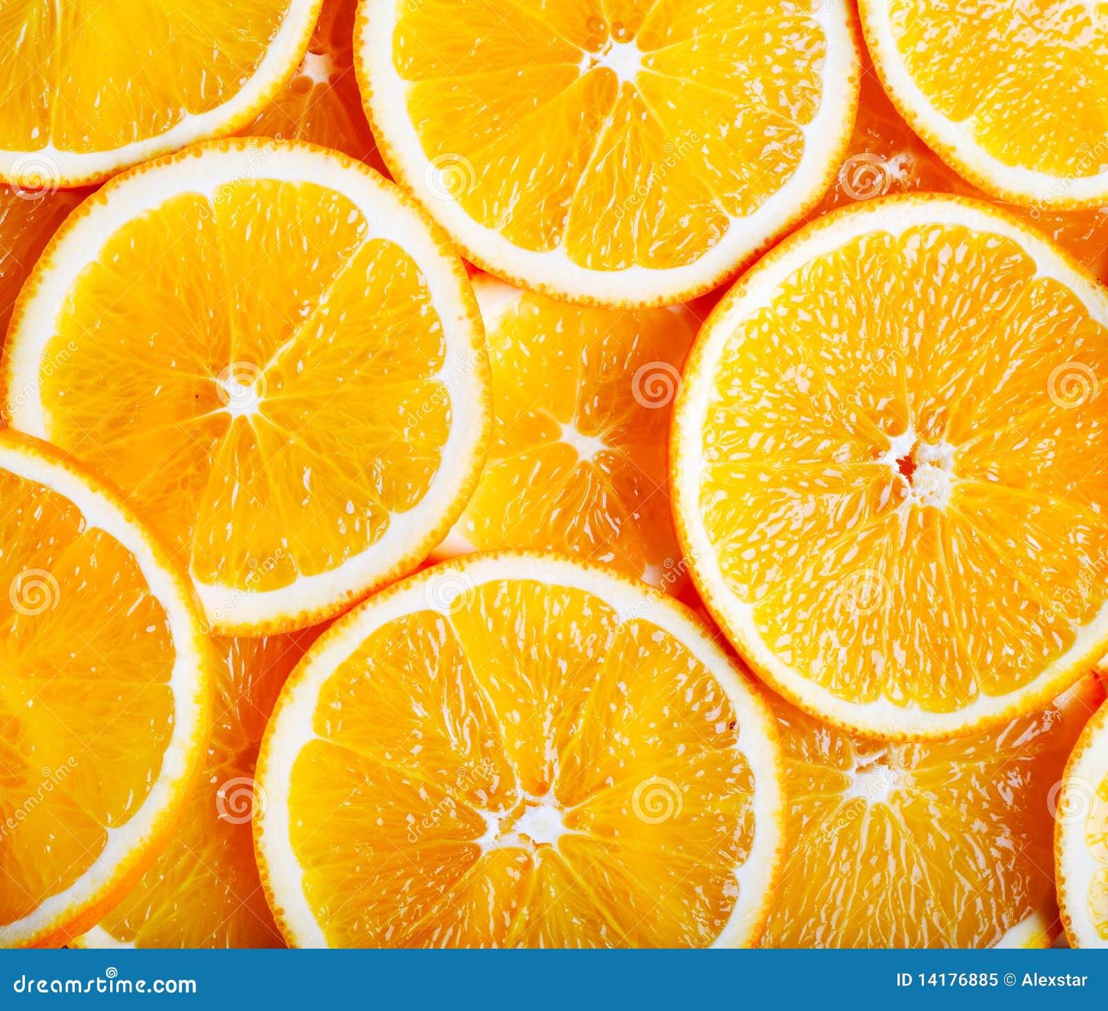 Oranges coupées en tranches dans une configuration