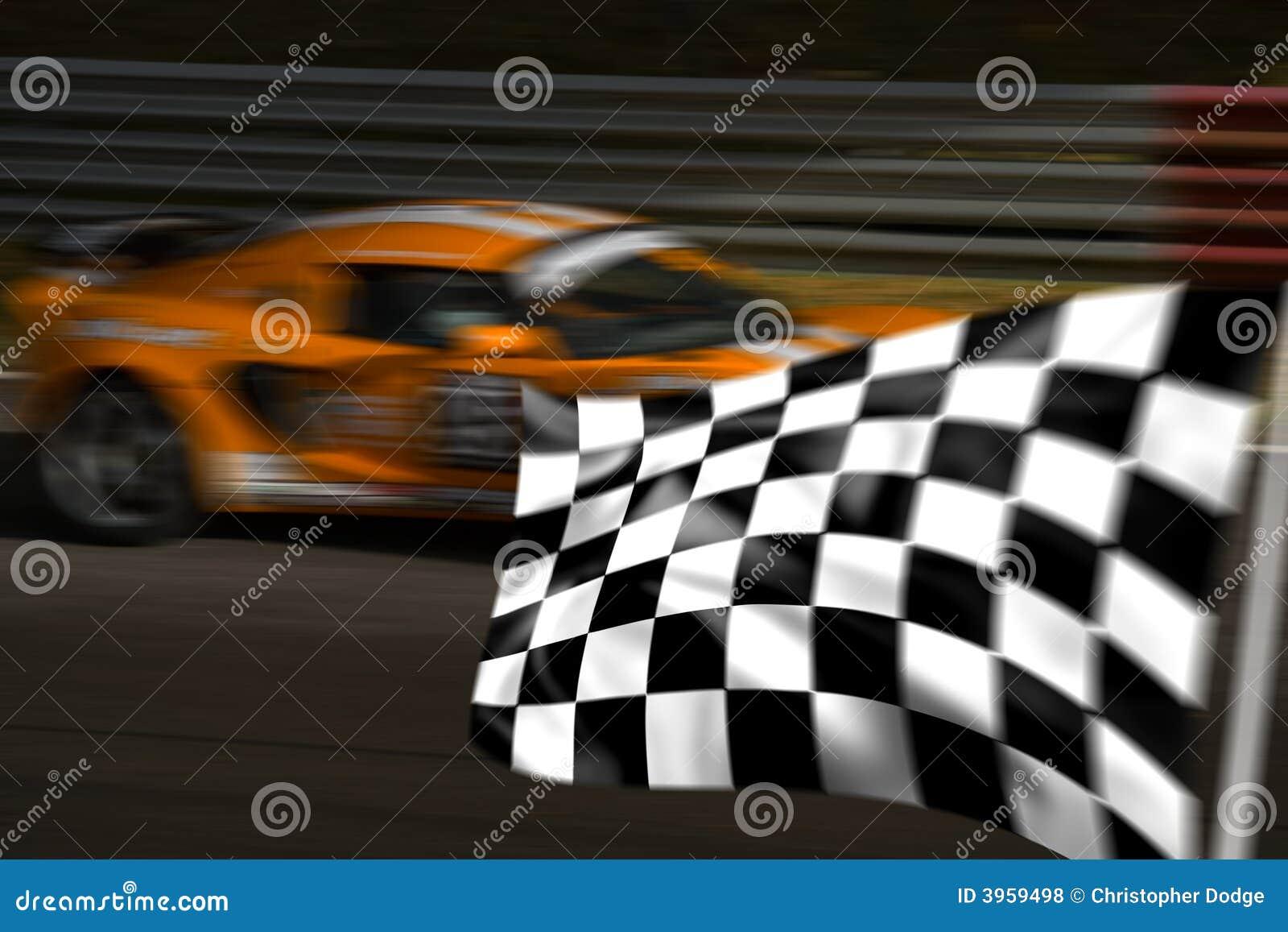 Oranje raceauto en geruite vlag