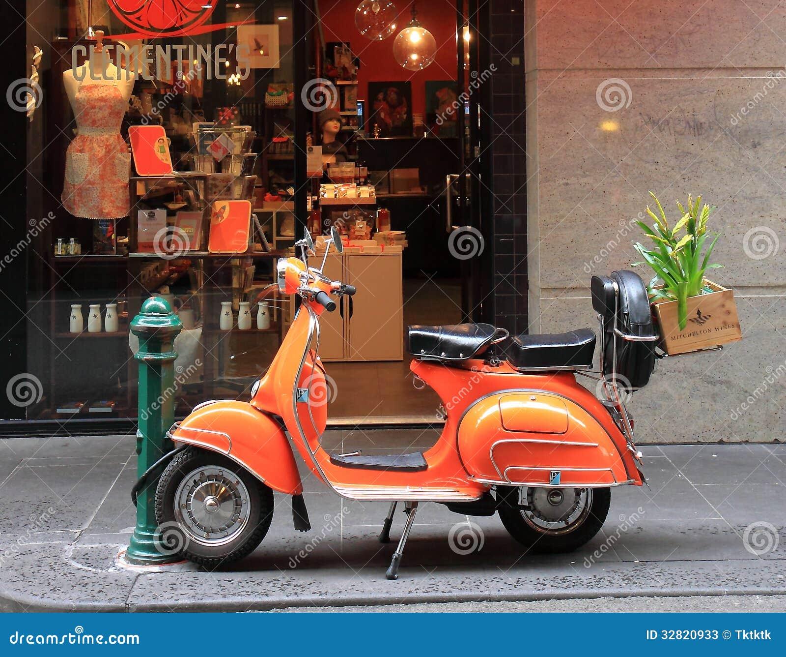 Oranje Vespa op Degraves-Straat Melbourne Australië