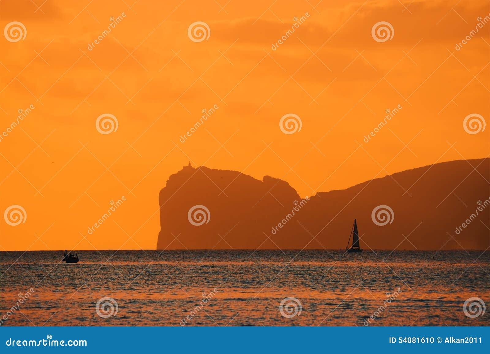 Oranje zonsondergang over Capo Caccia