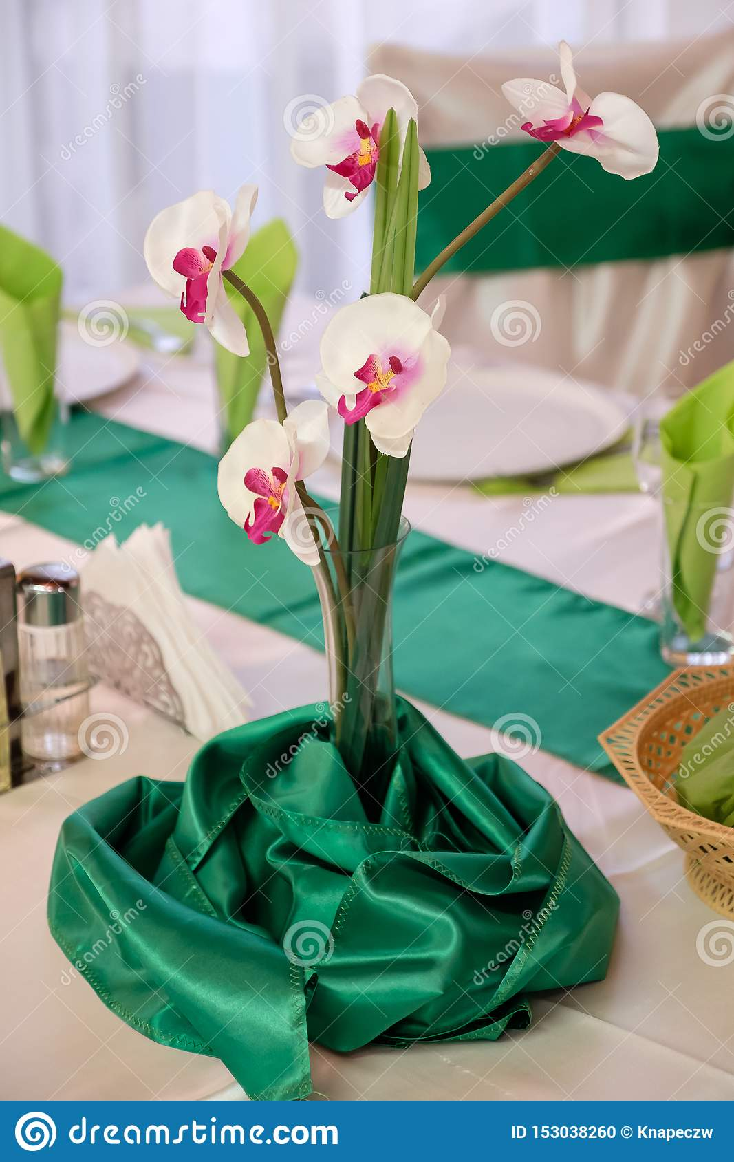 Orchidea na stole