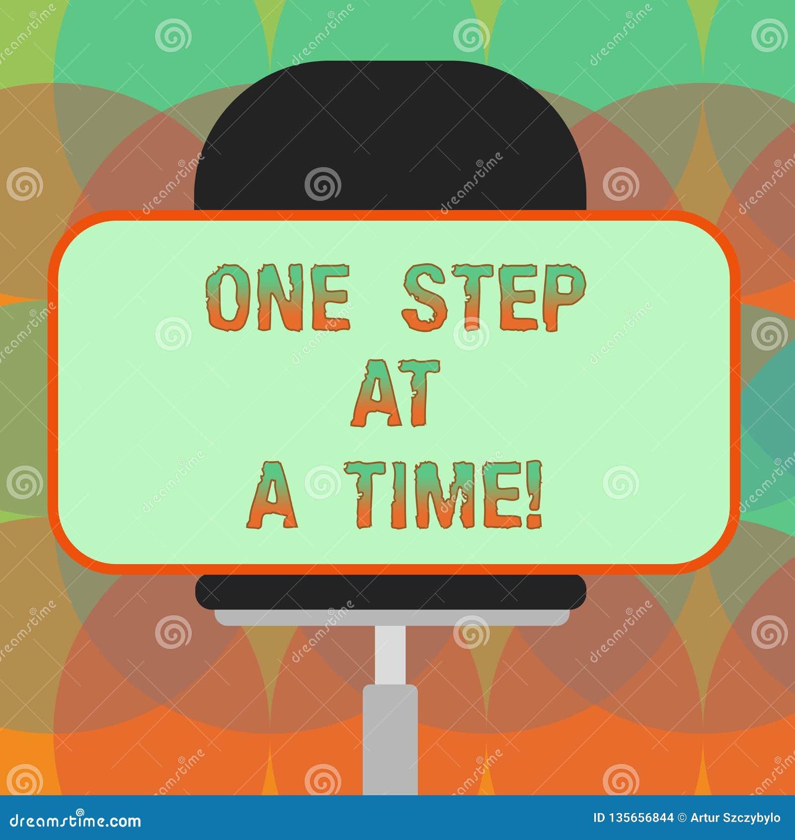 Ord som i sänder skriver text ett moment Affärsidé för små handlingar att gå långsamt men stadigt att nå framgångmellanrumet