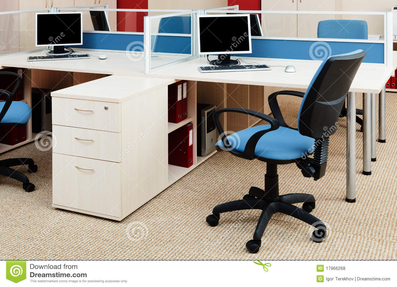 Ordenadores en un escritorio