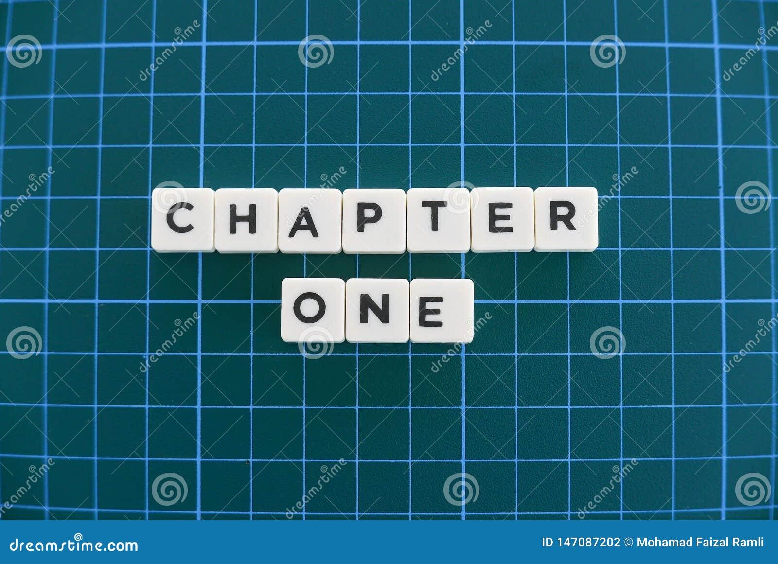 Ordet för kapitel ett gjorde av fyrkantigt bokstavsord på grön fyrkantig matt bakgrund