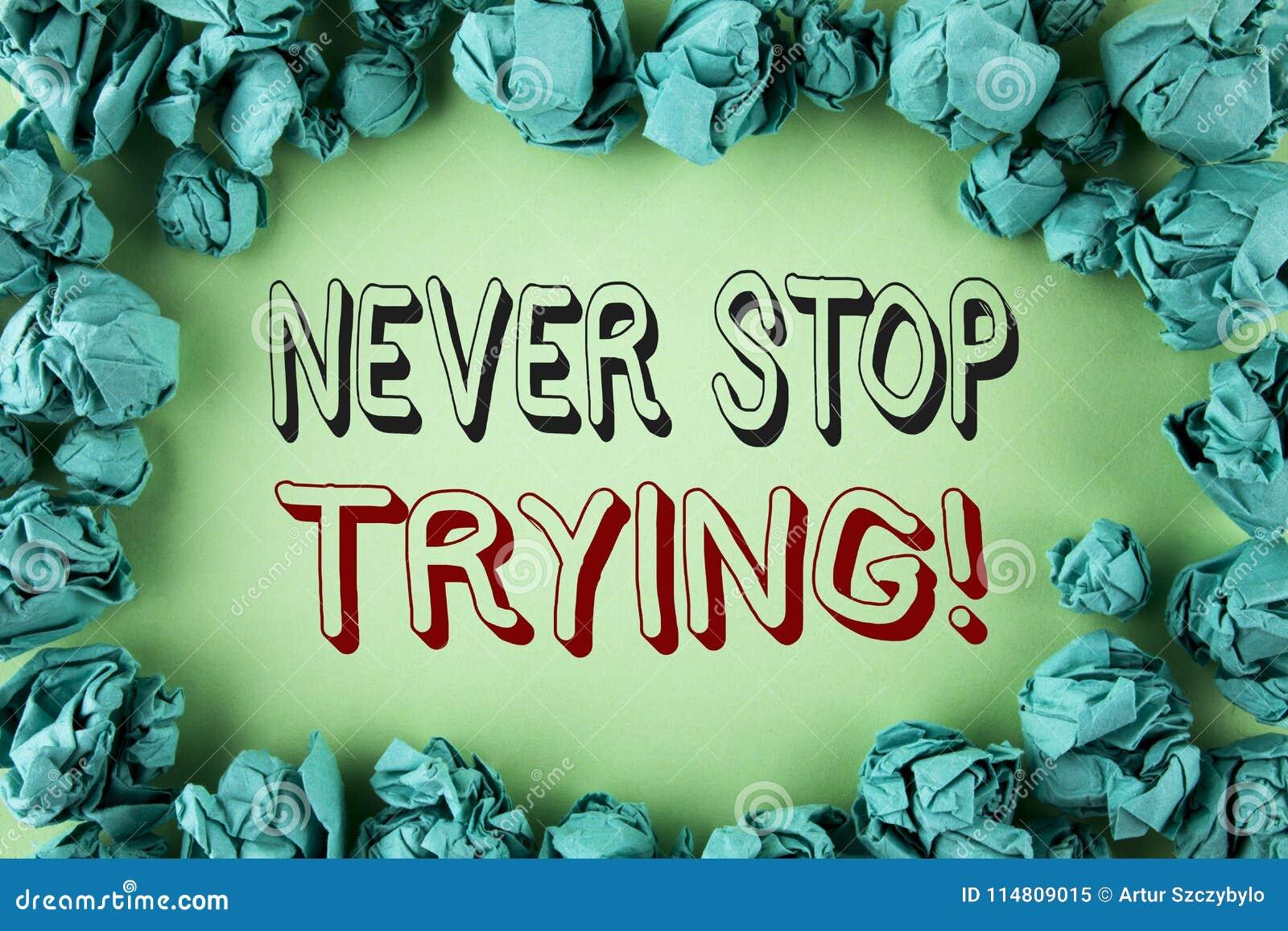Ordhandstiltext stoppar aldrig att försöka Motivational appell Affärsidéen för går ger upp inte på självförtroende som är skriftl