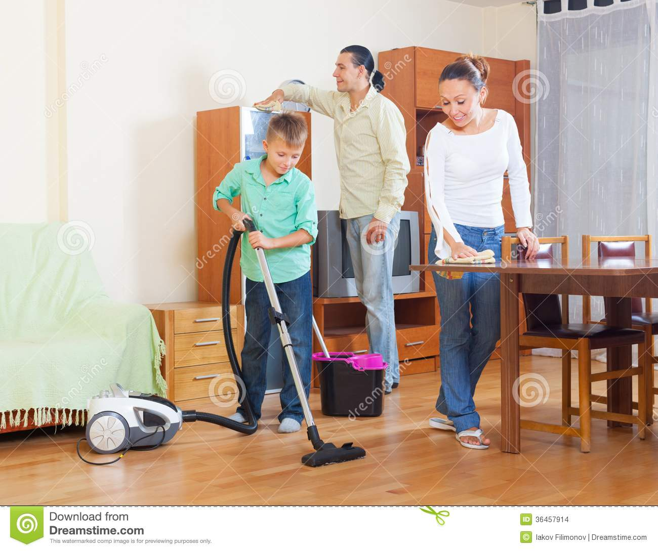 https://thumbs.dreamstime.com/z/ordinary-family-doing-housework-together-three-home-36457914.jpg