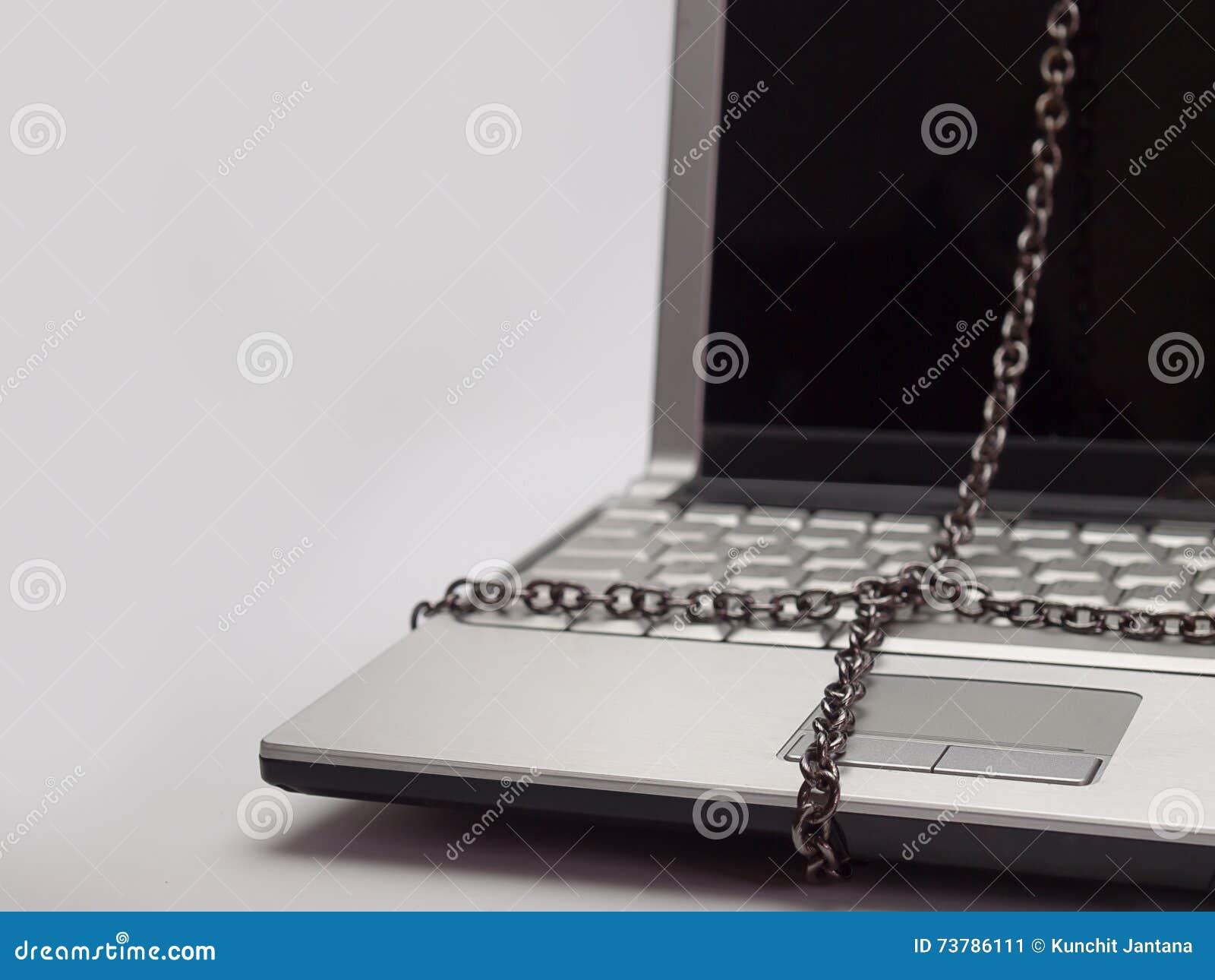 Ordinateur portable attaché avec la chaîne