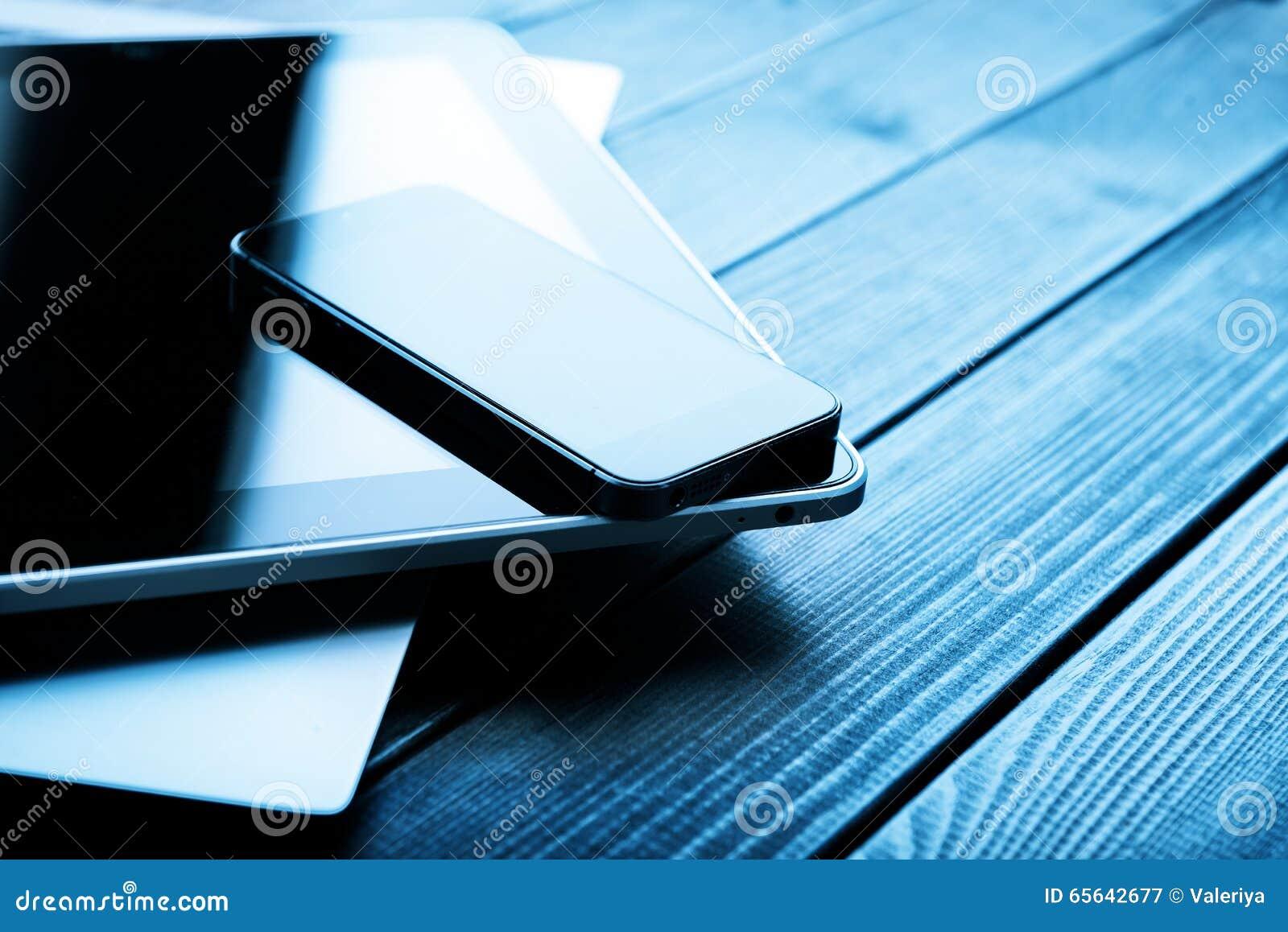Ordinateur portable avec le PC de téléphone et de comprimé